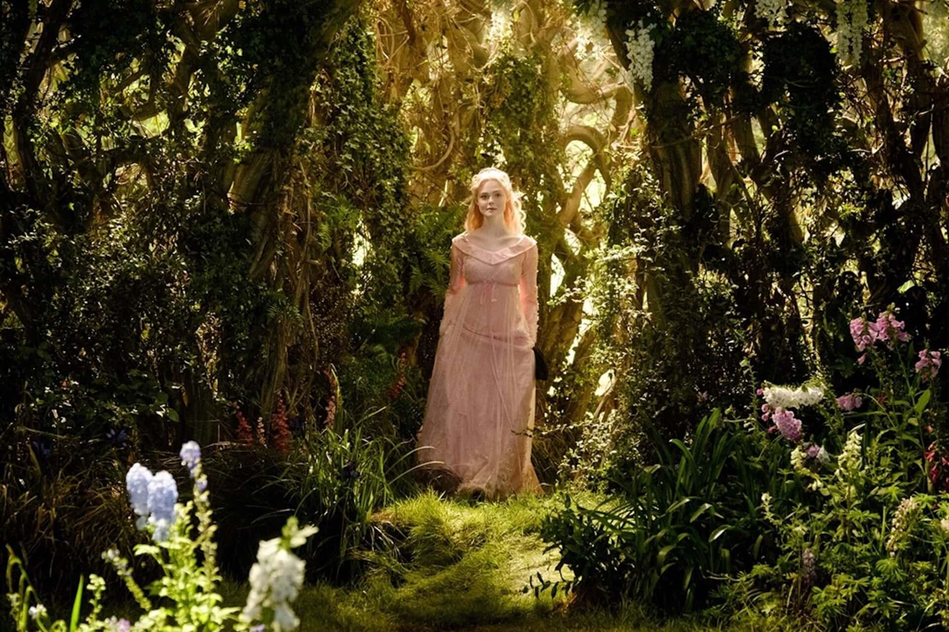 『マレフィセント』オーロラ姫のピンクドレスが実写に!エル・ファニングのドレス姿が解禁! film190821_maleficent_main-1920x1280