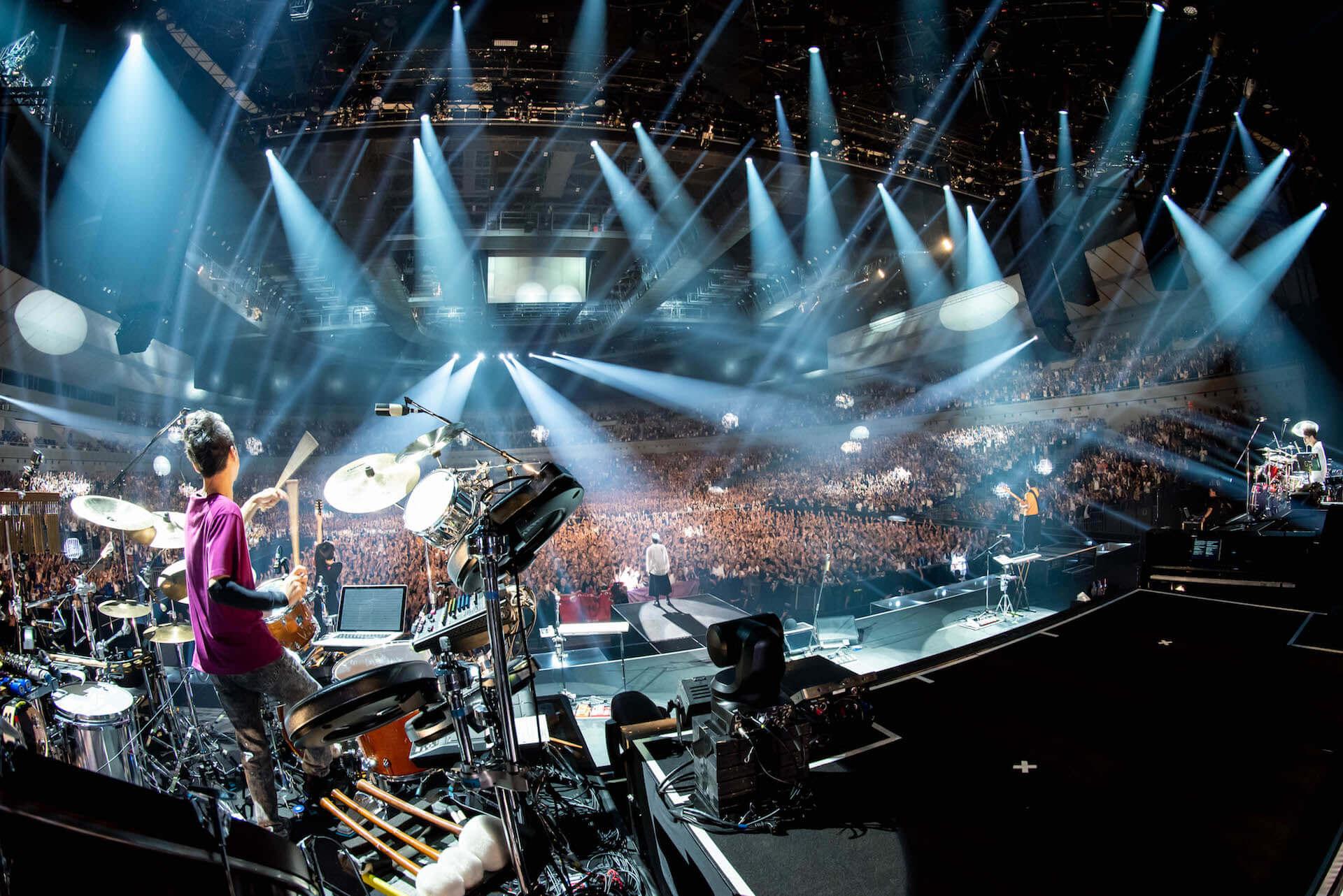 RADWIMPS横浜アリーナ公演のライブ写真が公開!<ANTI ANTI GENERATION TOUR 2019>レポート music190830_radwimps_live_1-1920x1282