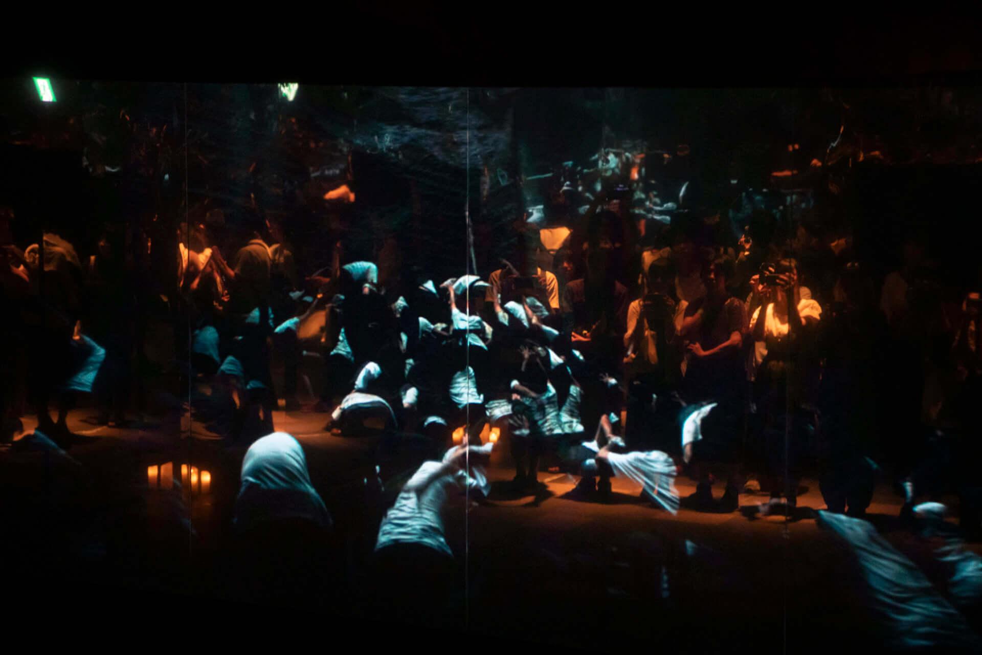 米津玄師「馬と鹿」MV、ついに解禁|<鏡の上映会>で観客とひとつに music190903_yonezukenshi_mv_4-1920x1280
