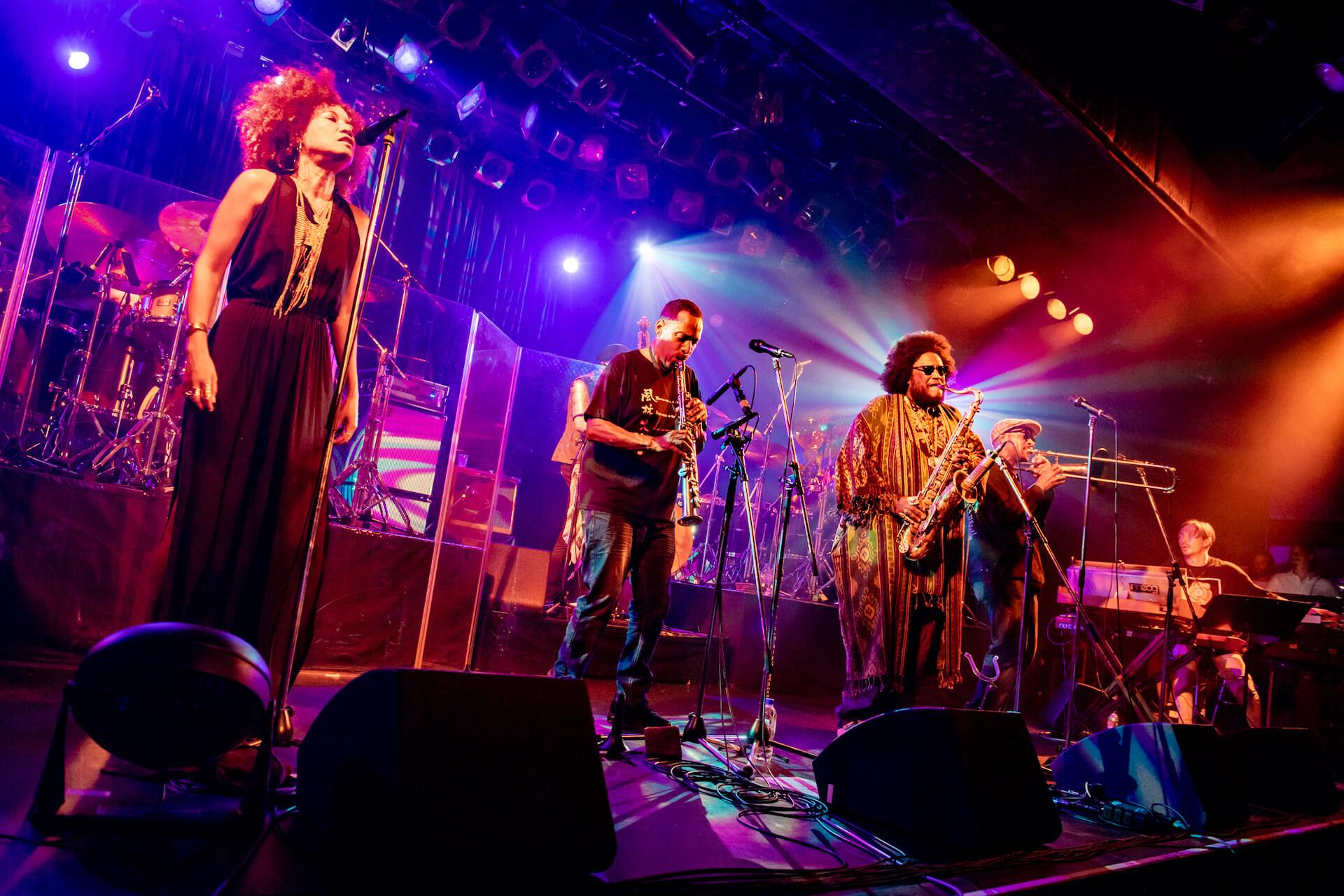 Kamasi Washington ライブレポート|「ブラック・エンターテインメント」の伝統を今に受け継ぐ見事なショウ music190903-kamasiwashington-13