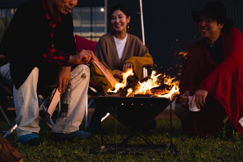 BBQ、アウトドアで活躍の火の粉が飛んできても穴にならないニットポンチョ「焚火mino」が登場 sub16-1440x960