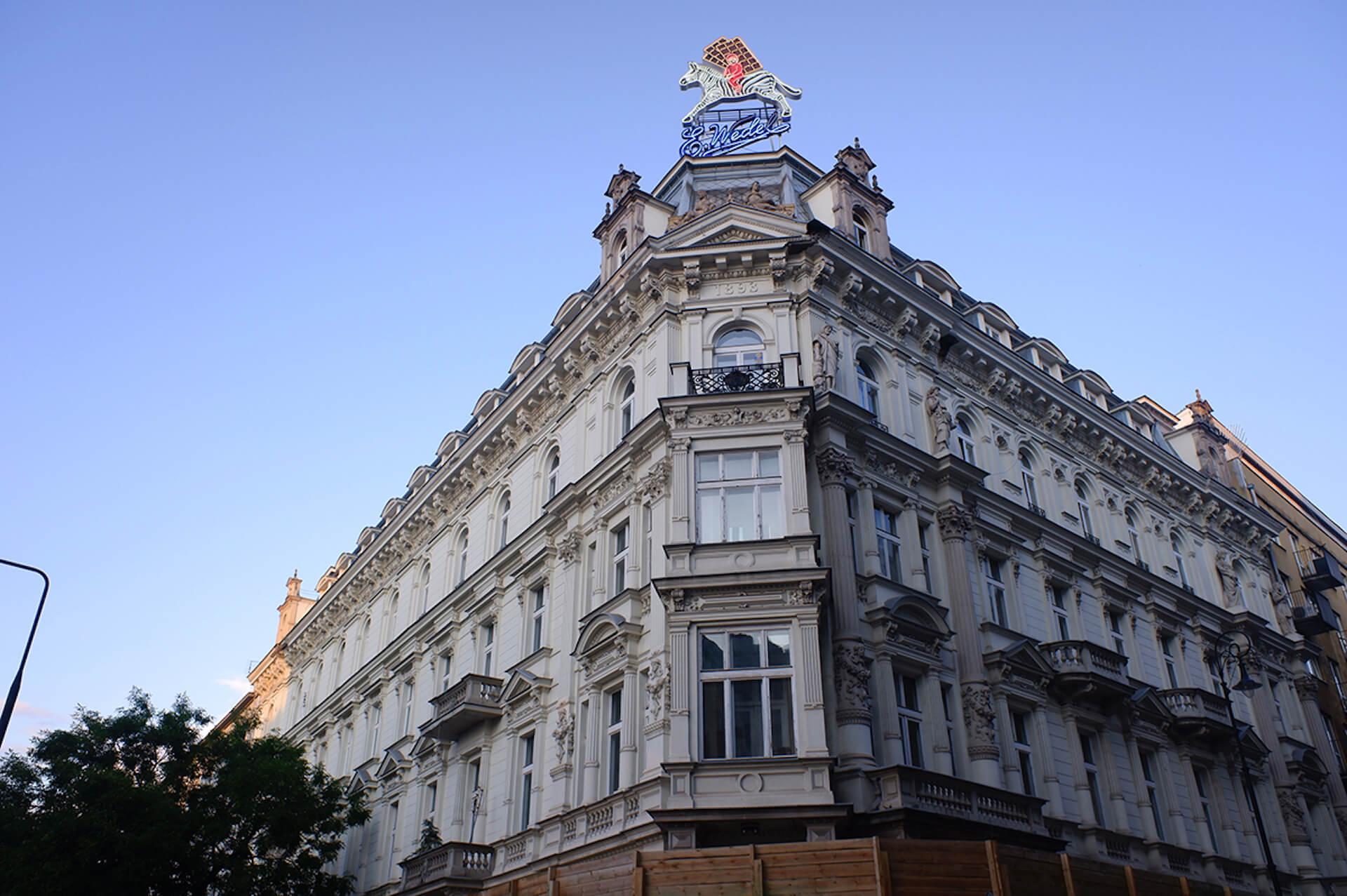 """ポーランドの""""斜めに傾いた5つ星ホテル""""『The Hotel Warszawa』で行われた非日常なパーティーをレポート! art190919_hotelwarszawa_4"""