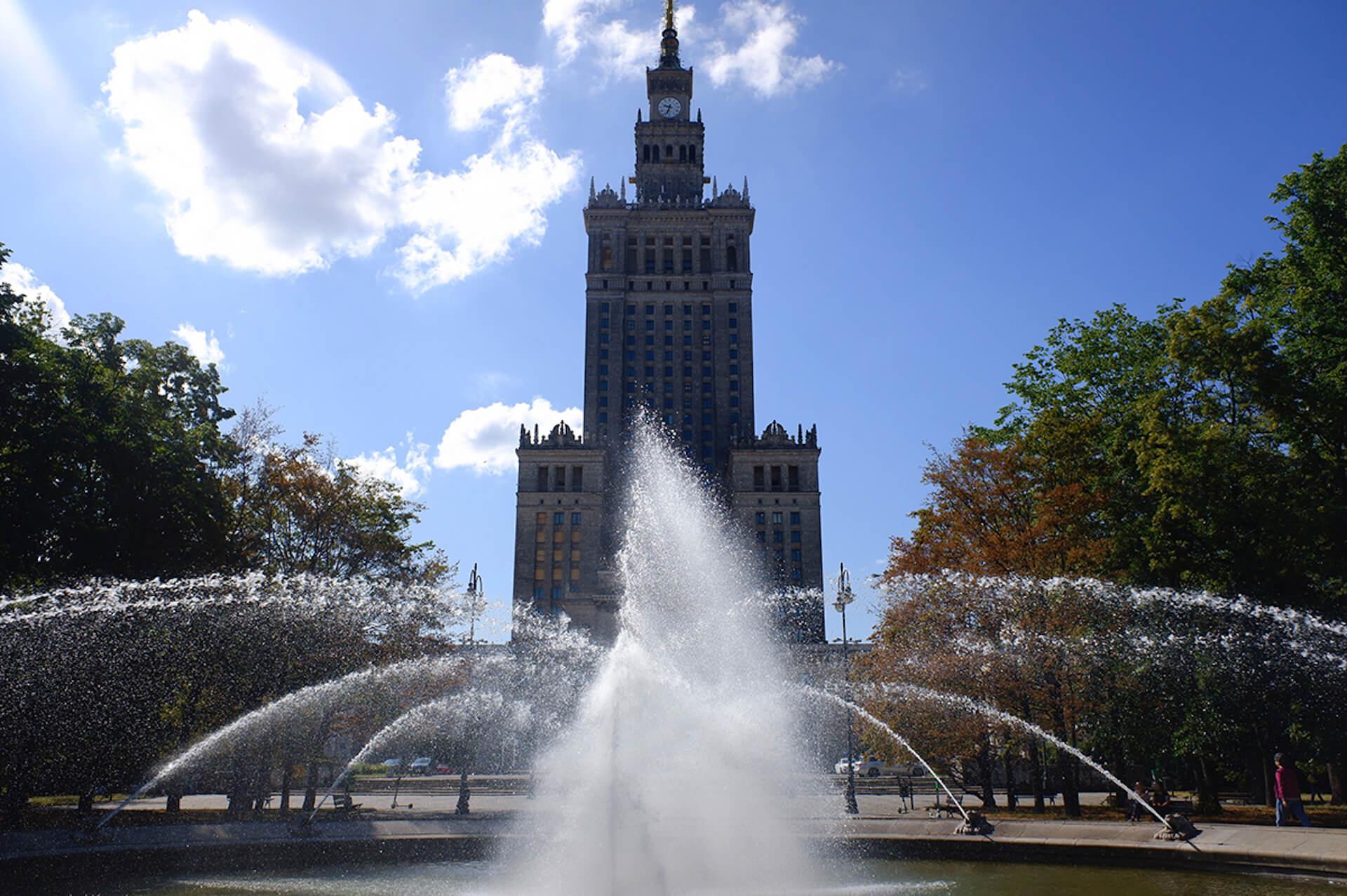 """ポーランドの""""斜めに傾いた5つ星ホテル""""『The Hotel Warszawa』で行われた非日常なパーティーをレポート! art190919_hotelwarszawa_2"""
