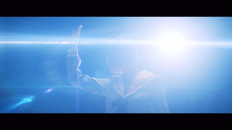 欅坂46、平手友梨奈のソロ曲、映画「響 -HIBIKI-」の主題歌「角を曲がる」のMVが公開 6-1440x810
