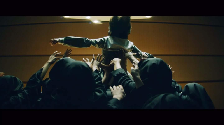 欅坂46、平手友梨奈のソロ曲、映画「響 -HIBIKI-」の主題歌「角を曲がる」のMVが公開 20-1440x810