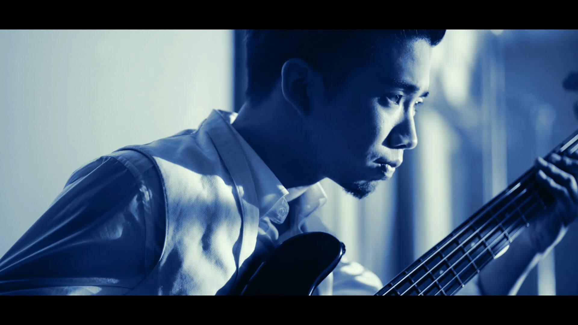 King Gnu、ソニーの完全ワイヤレス型ノイキャンイヤホン『WF-1000XM3』の新CMに出演 CMソングに「Teenager Forever」を初音源化 music191001_kinggnu_cm_2