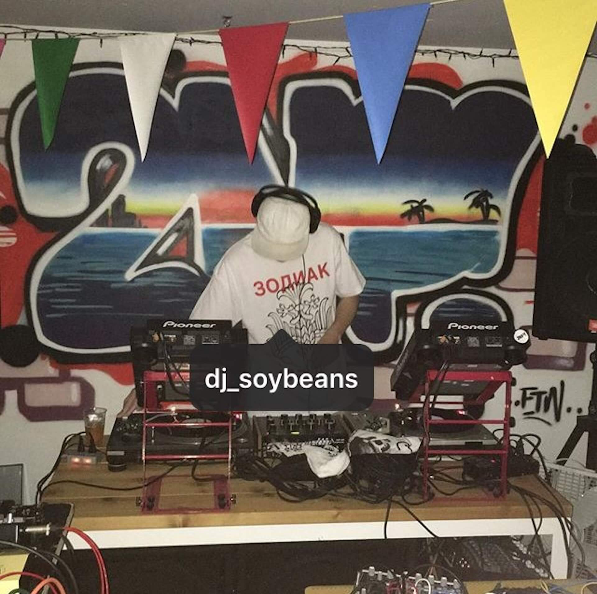 〈BLACK SMOKER RECORDS〉からDJ SOYBEANSのMIX CD『My E』がリリース music191001-djsoybeans-blacksmoker-2