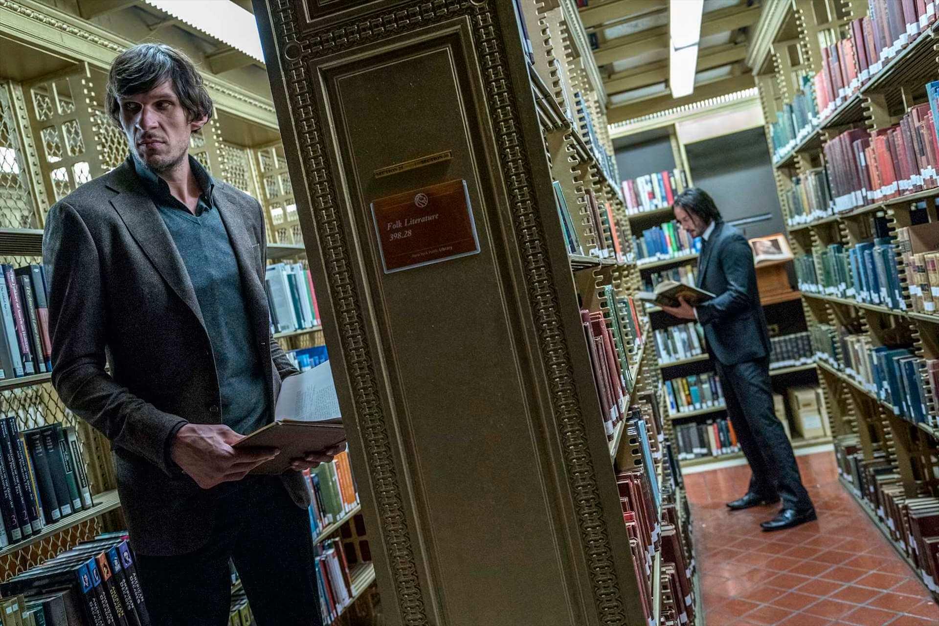 """キアヌ・リーブス、2メートル超えの巨人に対抗するために使うのは""""本・フー""""!?『ジョン・ウィック:パラベラム』特別映像解禁 film191004_johnwick_book_2"""