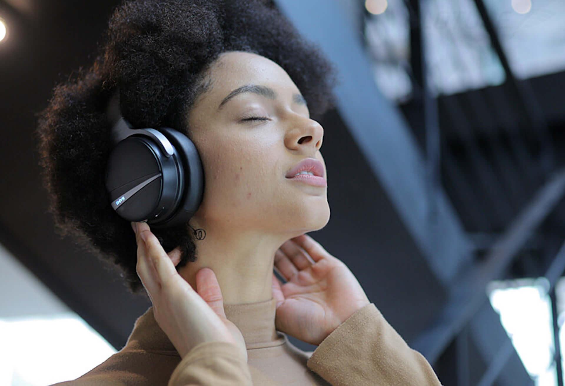 音の方向・距離まで感じる!?現実世界に近い迫力サウンドを体感できるワイヤレスヘッドフォンが登場 tech191007shivr_003-1920x1313