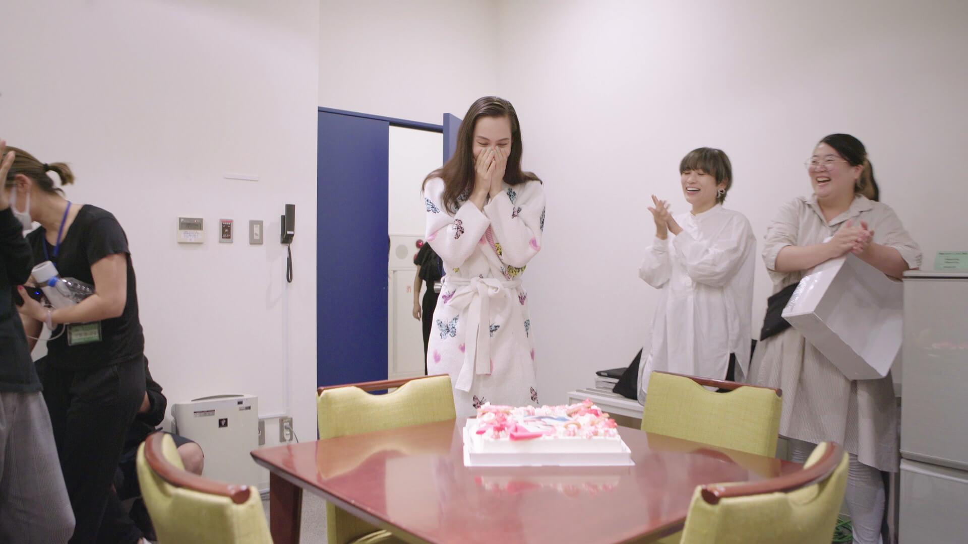 水原希子が誕生日前日にスタイリッシュなブラ姿を披露!ワコール『朝の谷間、ながもち、リボンブラ。』新動画公開 art191015_mizuharakiko_wacole_3
