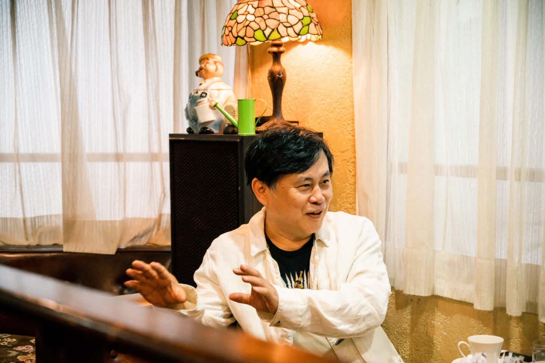ヒカシュー40周年を経て巻上公一が語る「世界をめぐる活動意義」。初フェス熱海未来音楽祭についても! interview190917_hikashu_makigami_61912-fix-1440x958