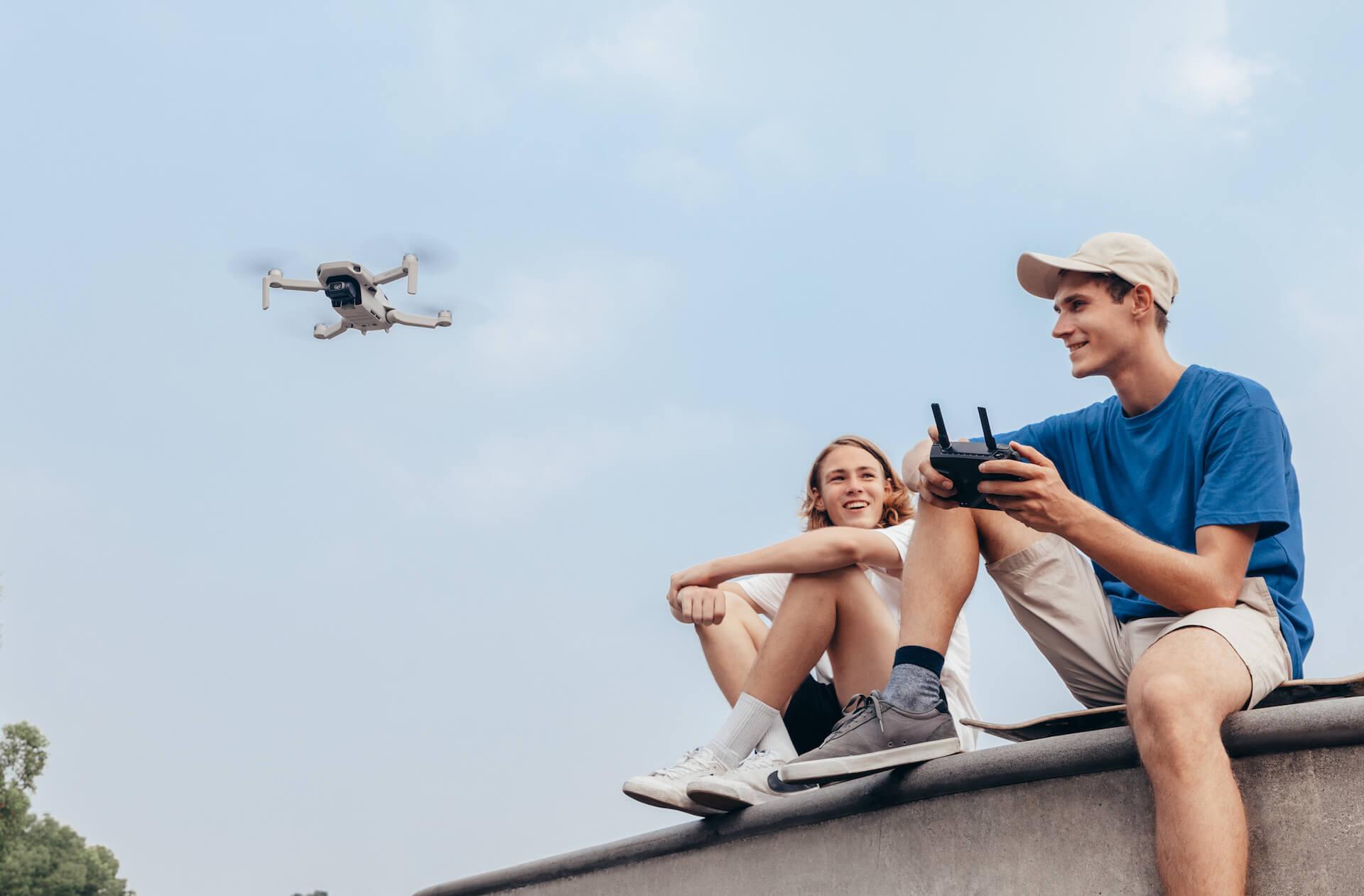 わずか199gと驚異のコンパクトさを誇る空飛ぶカメラ「DJI Mavic Mini」が登場!本日より予約受付開始 tech191031_mavicmini_2