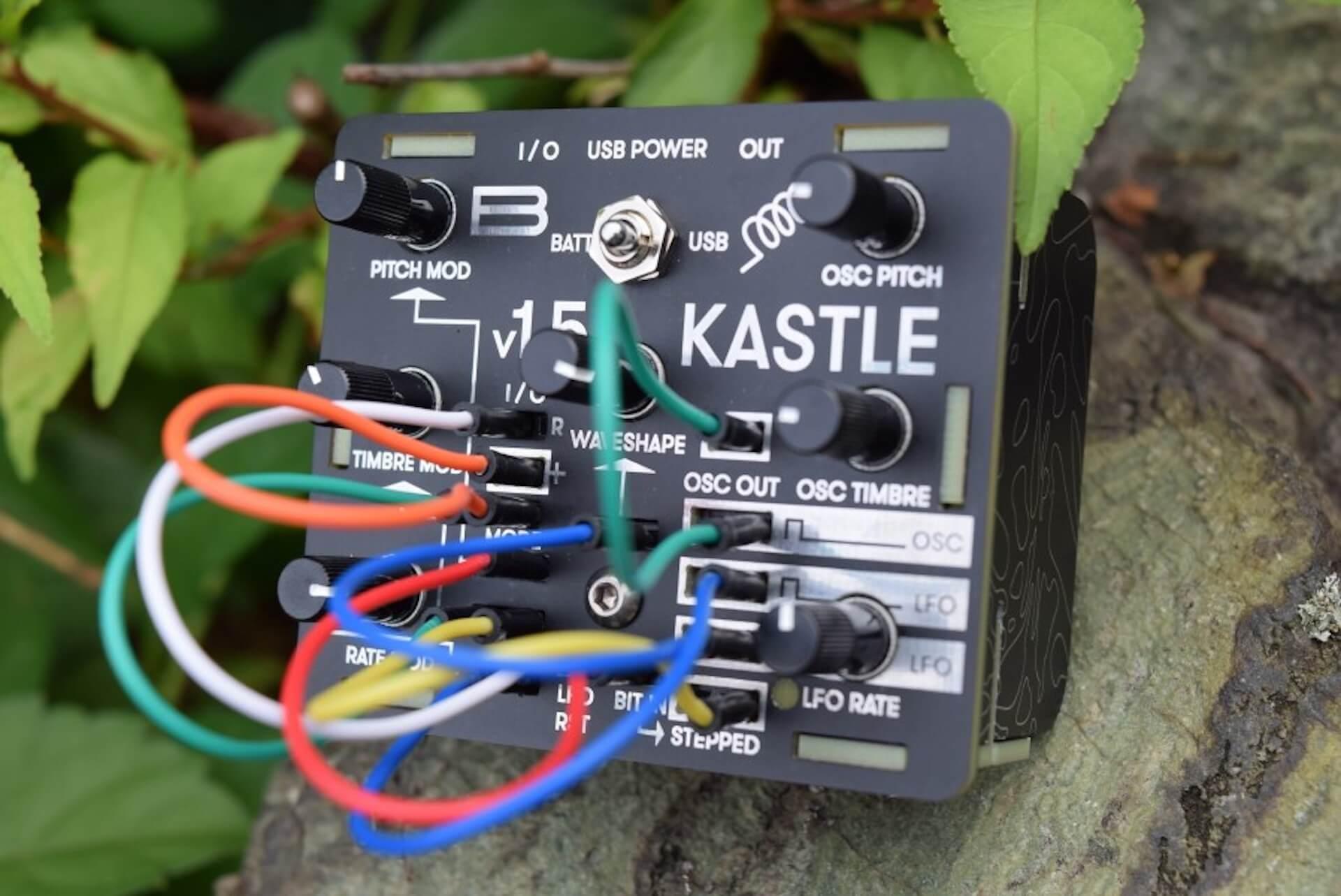 超小型モジュラー・シンセサイザー「KASTLE V1.5」のサウンドと魅力 09bbc67ecb3712daf0966a96c43dfd95