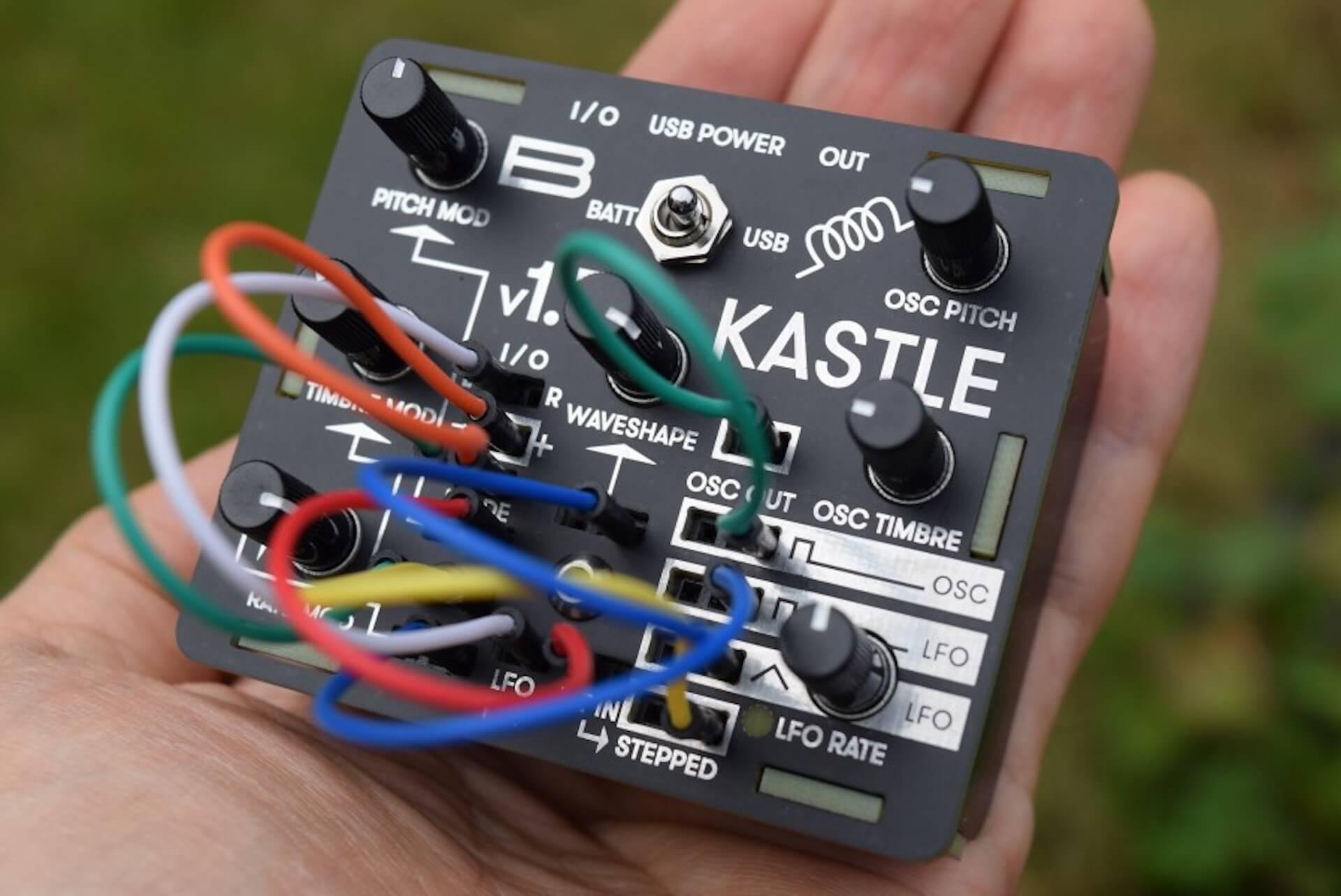 超小型モジュラー・シンセサイザー「KASTLE V1.5」のサウンドと魅力 054fe59b1adbb9dede746a612489e4be