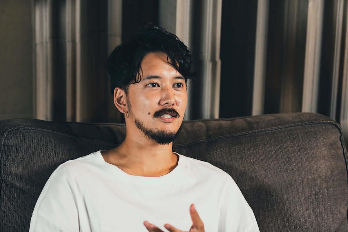 長塚健斗(WONK)&MALIYA対談|二人にとってのジ・インターネットという存在とは? interview181109_wonk-internet_02-1200x800