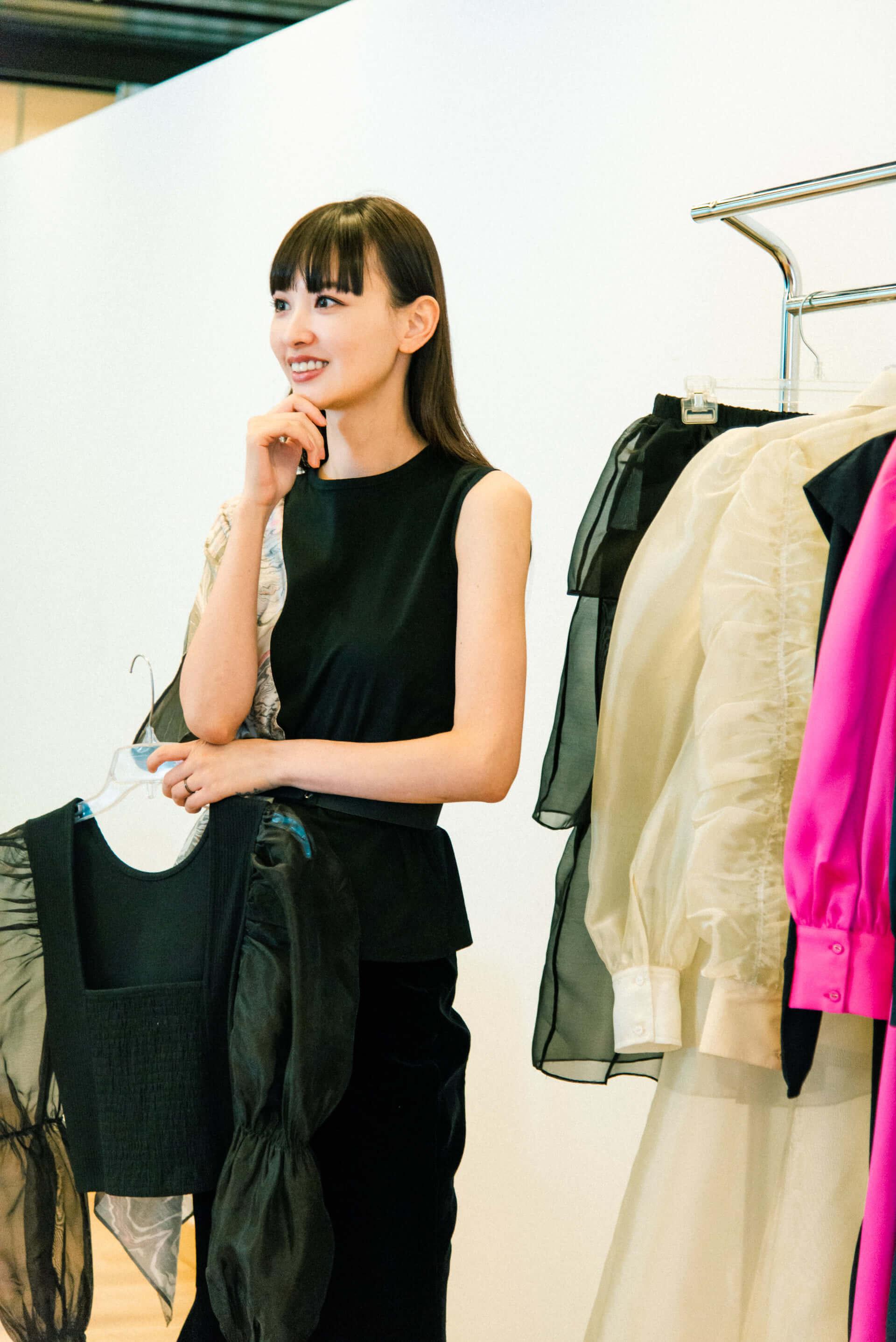 Amazon Fashionの新プログラム「The Drop」から鈴木えみが手がけるコレクションがローンチ!デザイナーとしての素顔に迫る interview1008_emisuzuki_3554-Edit-fix-1920x2876