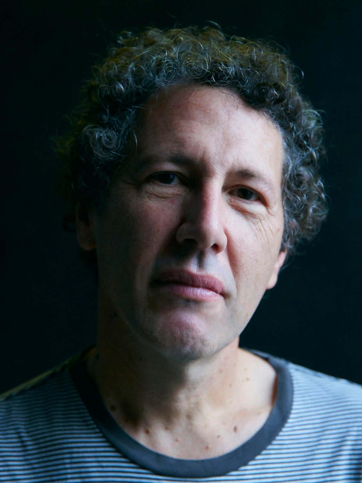 ヨ・ラ・テンゴのアイラ・カプランが語る、最新作『There's a Riot Going On』制作秘話と30年以上もバンド継続の秘訣 interview181122-yo-la-tengo-2-1200x1600