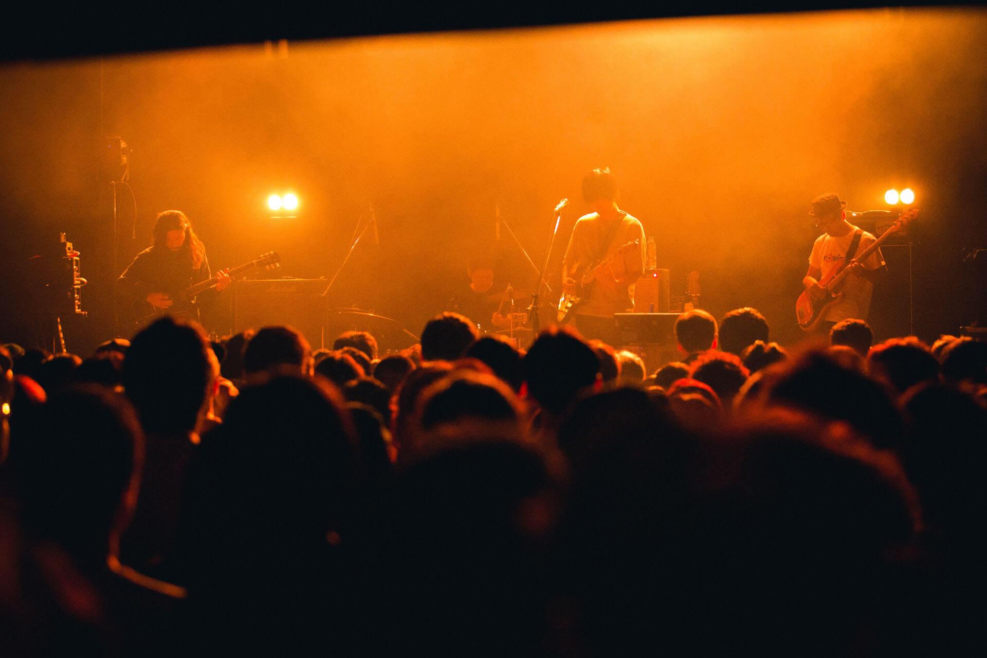 世界を旅するバンドが魅せるサイケデリアのまどろみ 幾何学模様 × OGRE YOU ASSHOLE ライブレポート music191103-kikagakumoyo-ogreyouasshole-1
