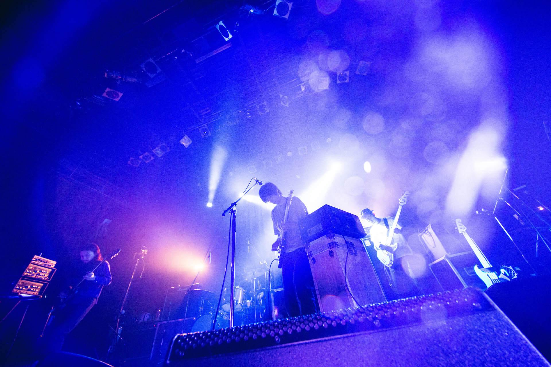 世界を旅するバンドが魅せるサイケデリアのまどろみ 幾何学模様 × OGRE YOU ASSHOLE ライブレポート music191103-kikagakumoyo-ogreyouasshole-7