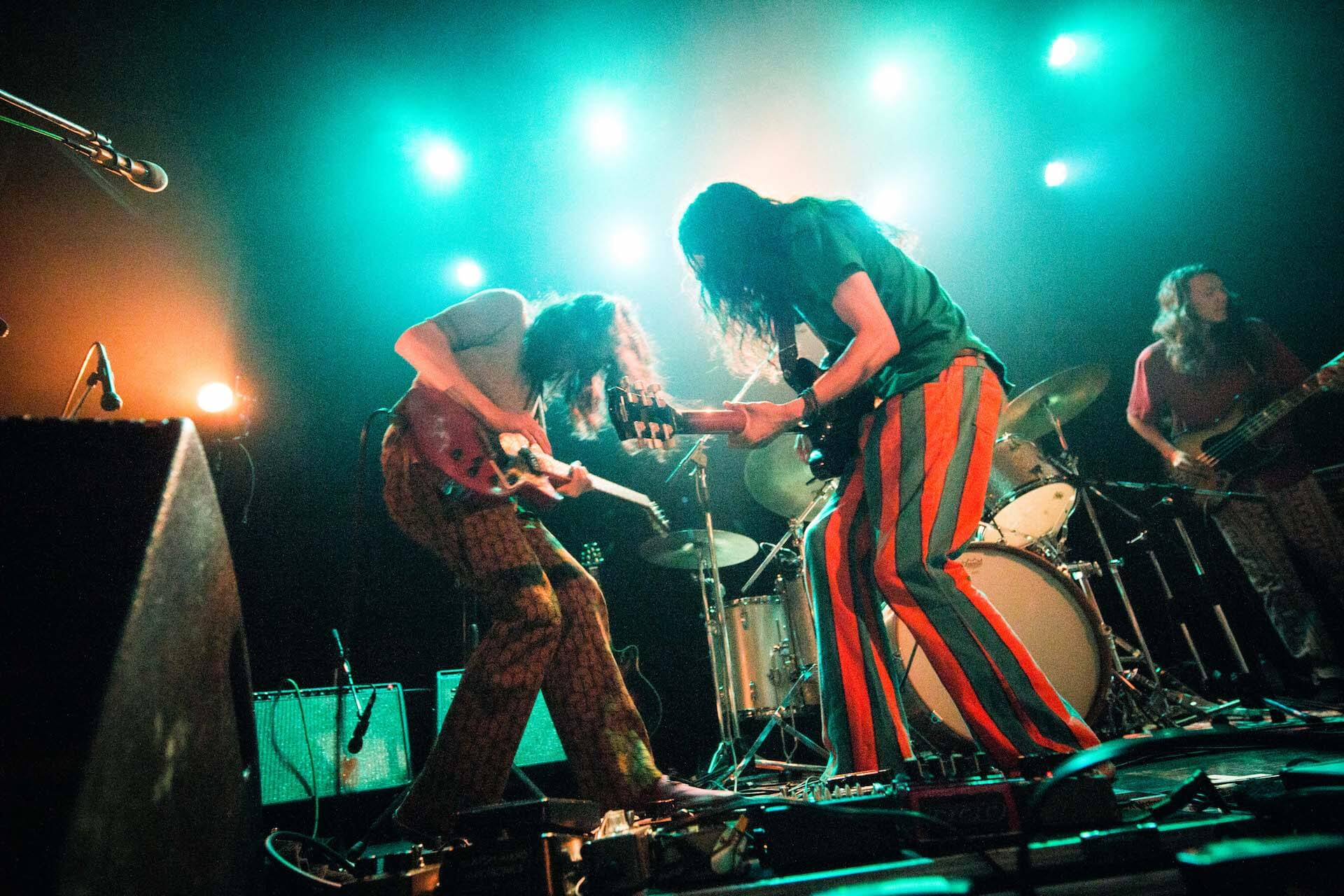 世界を旅するバンドが魅せるサイケデリアのまどろみ 幾何学模様 × OGRE YOU ASSHOLE ライブレポート music191103-kikagakumoyo-ogreyouasshole-6-1