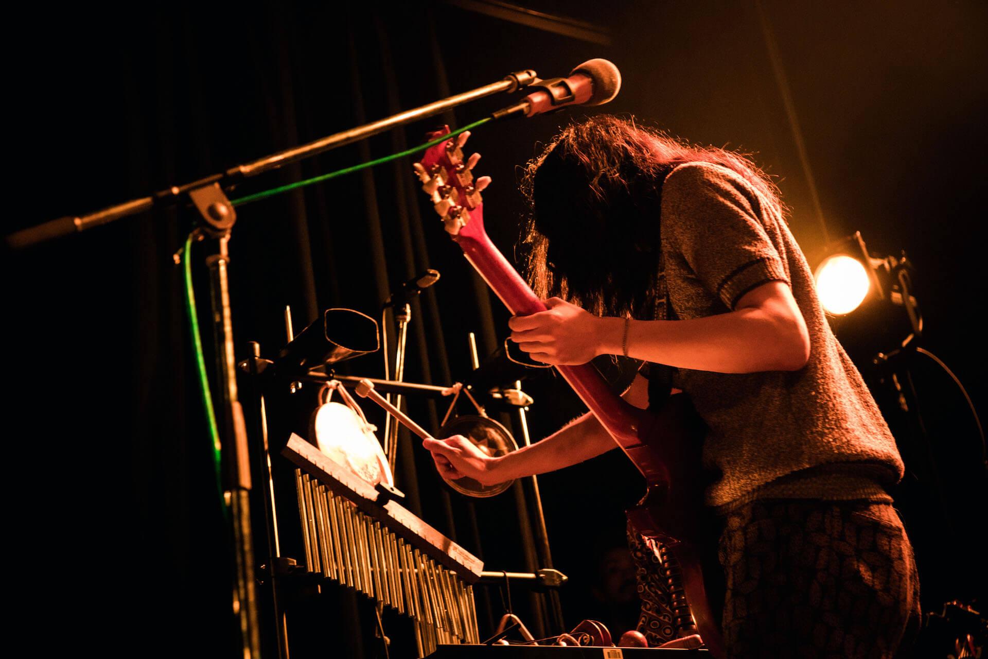 世界を旅するバンドが魅せるサイケデリアのまどろみ 幾何学模様 × OGRE YOU ASSHOLE ライブレポート music191103-kikagakumoyo-ogreyouasshole-8-1