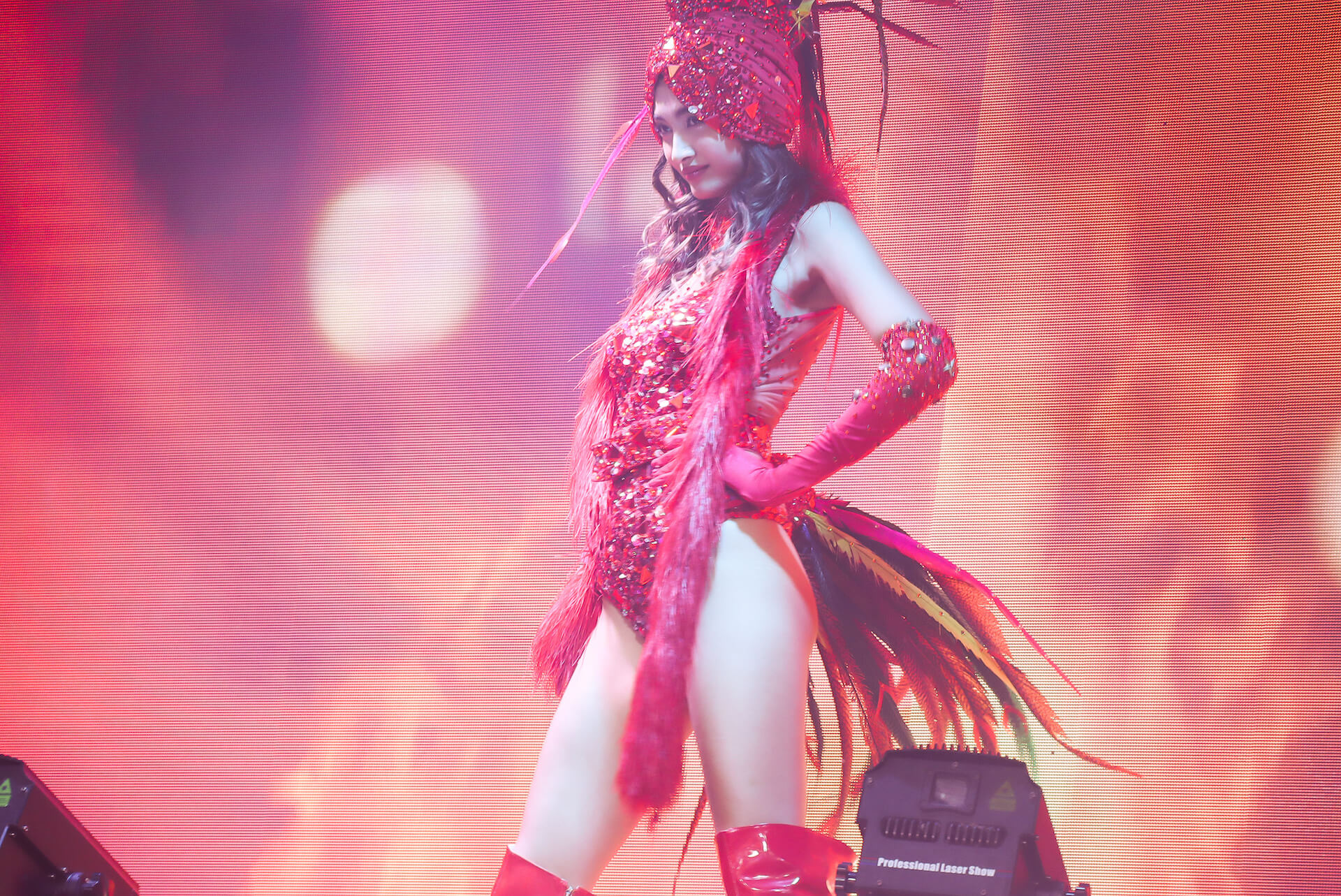10頭身モデル・香川沙耶がバーレスクショーで美スタイルを惜しげなく披露! art191209_kagawasaya_10