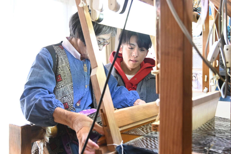 高橋一生と奄美大島の伝統を知ろう!BS-TBS『美しい日本に出会う旅』特別編が2週連続で放送決定 ac191216_beautifuljapan_takahashiissei_03-1440x959