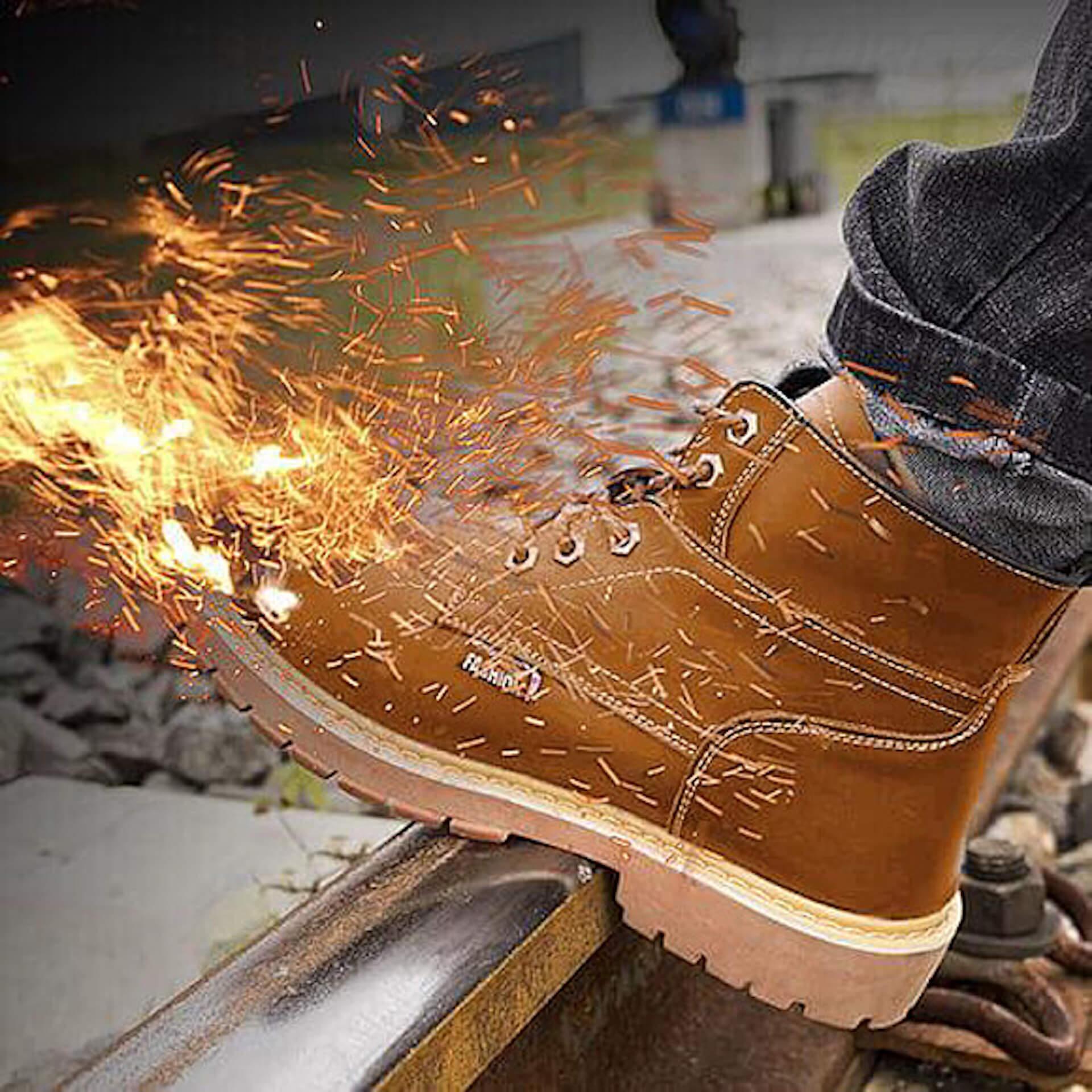 釘を踏んでも問題なし!究極のアウトドアブーツ「INDESTRUCTIBLE BOOTS」がクラウドファンディングで登場 life200117_boots_6