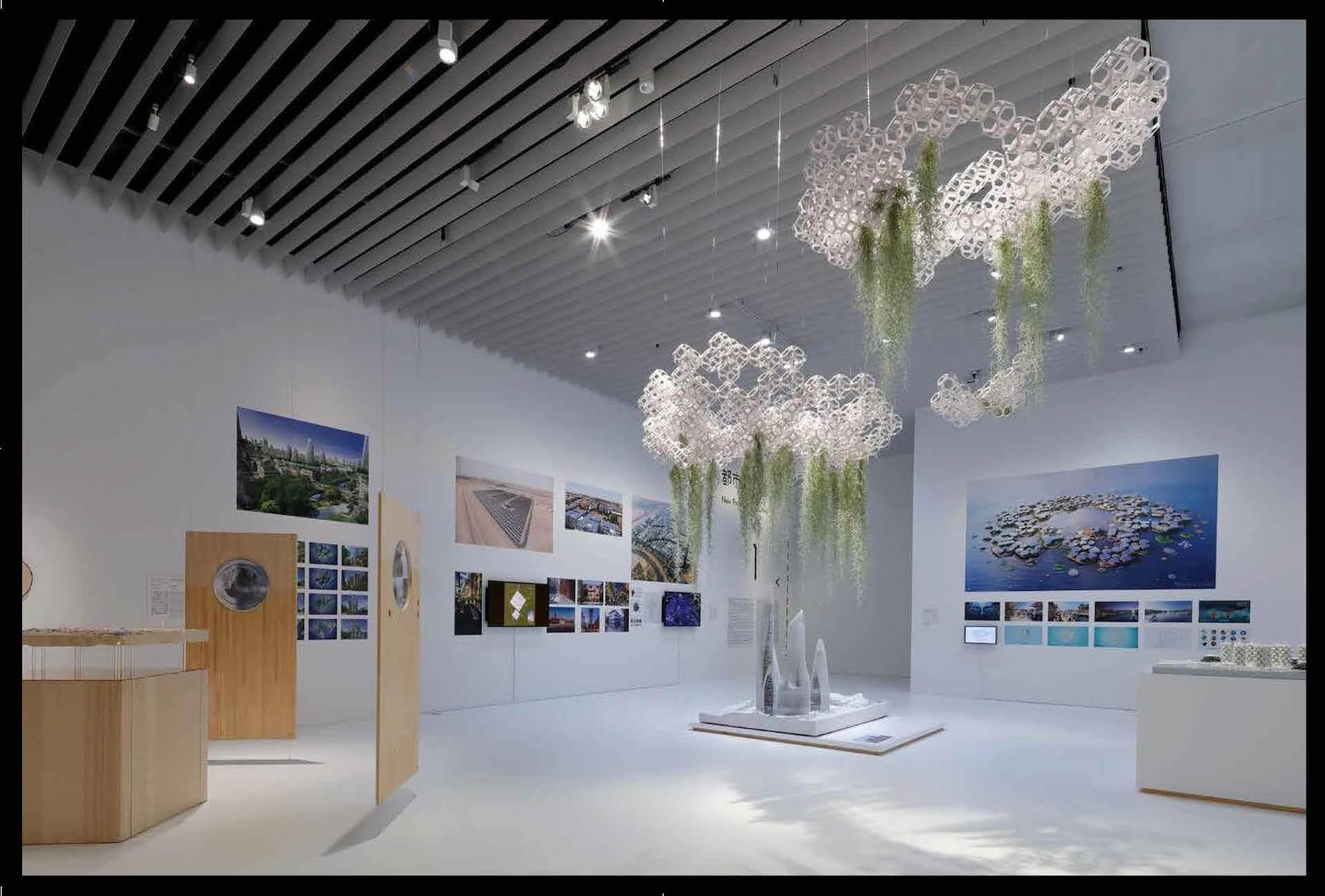 森美術館で開催中<未来と芸術展:AI、ロボット、都市、生命>の公式図録『未来と芸術 Future and the Arts』が発売中! ac200120_futureandthearts_05