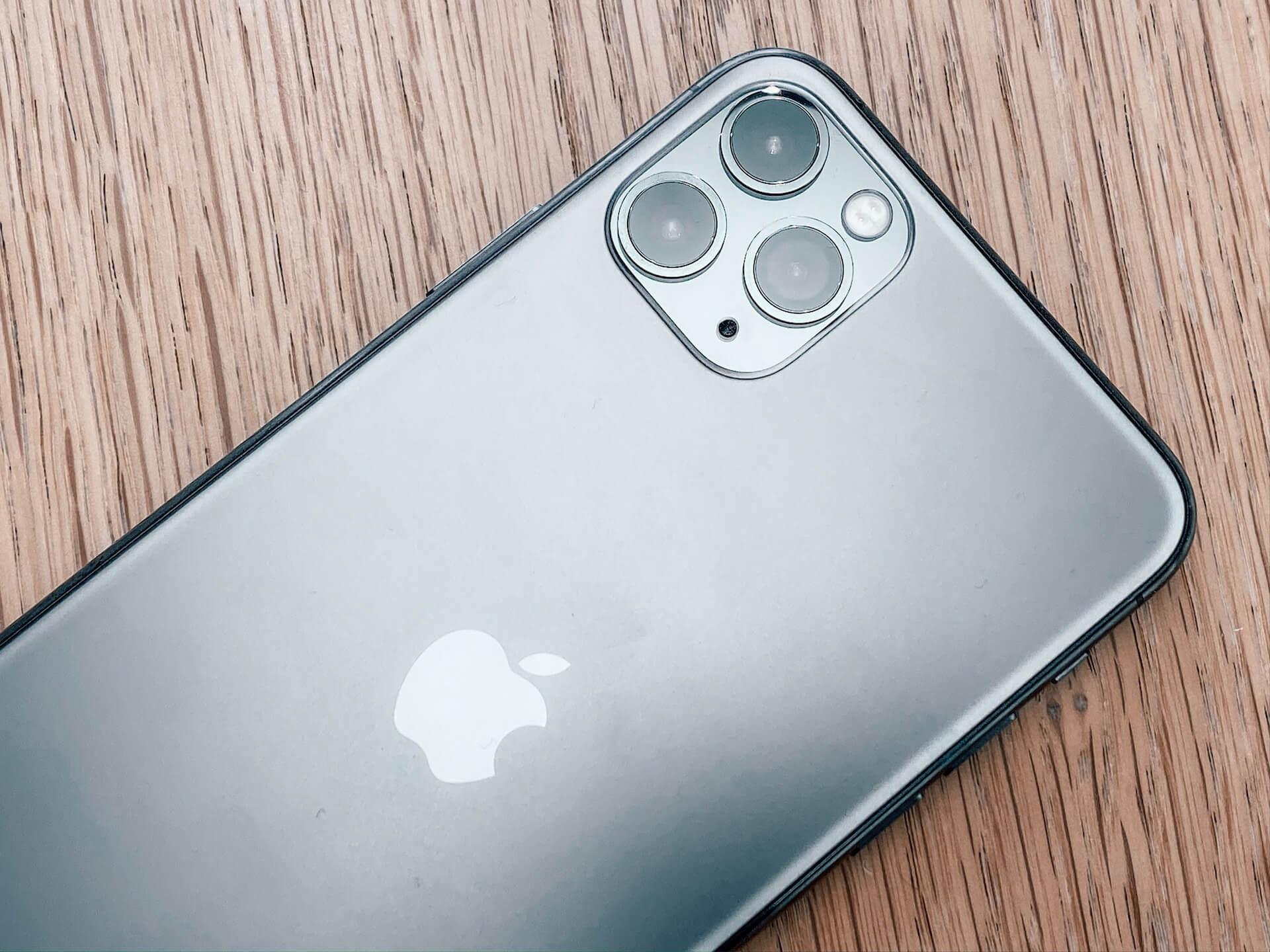今年発表のiPhone 12はiPhone 11とほぼ同じデザインに?iPhone 11 Pro Maxのカメラよりも大きなセンサー搭載の可能性も tech200121_iphone12_main