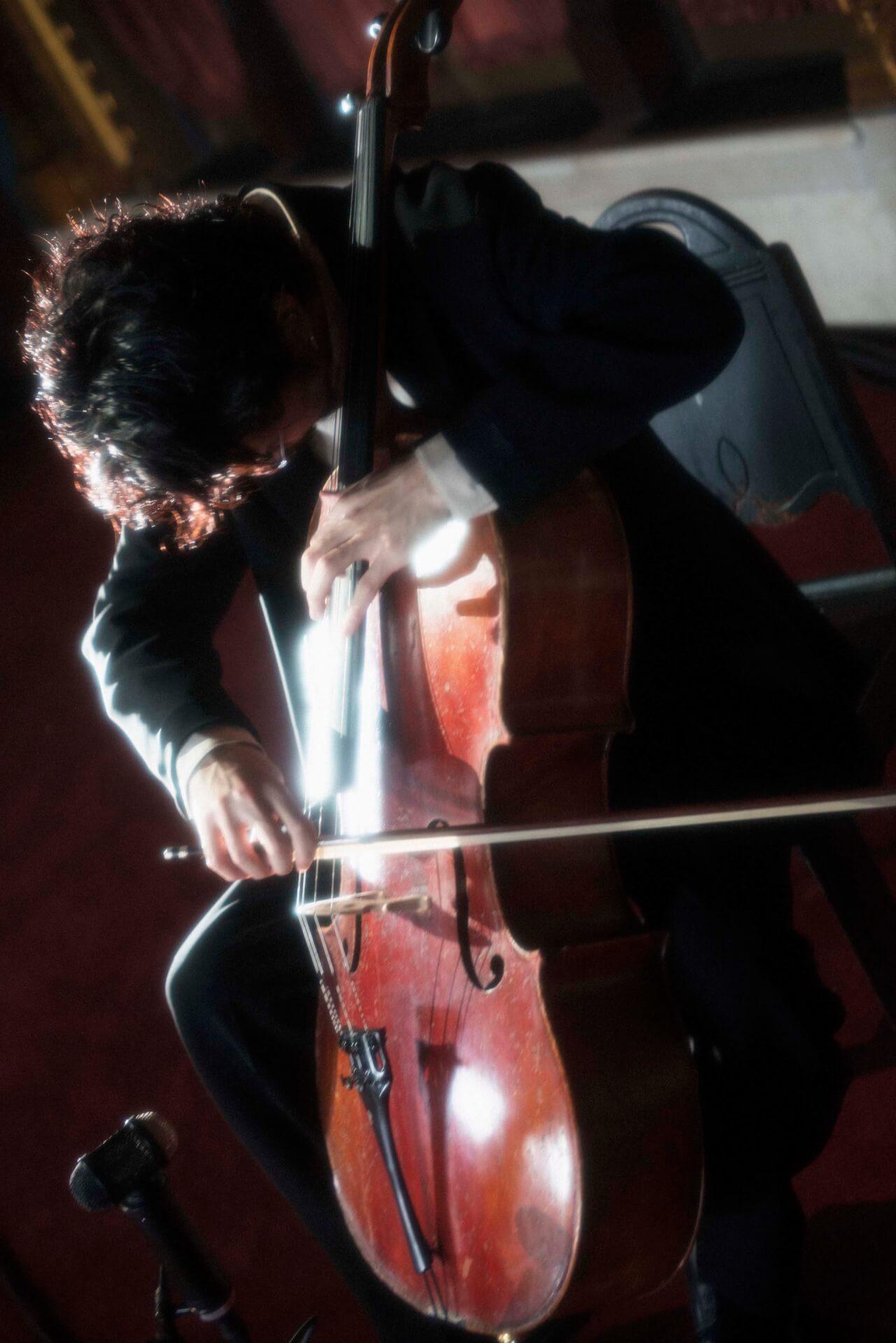 King Gnu常田大希、ニューヨークで開催されたN.HOOLYWOODのコレクションでチェロを生披露 music200205_tsunetadaiki_3