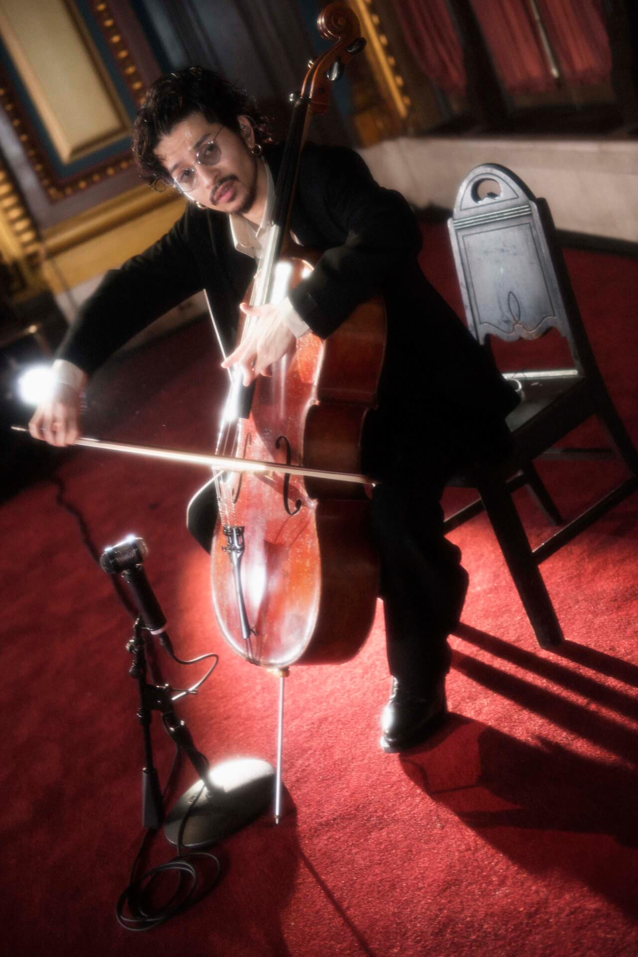 King Gnu常田大希、ニューヨークで開催されたN.HOOLYWOODのコレクションでチェロを生披露 music200205_tsunetadaiki_5