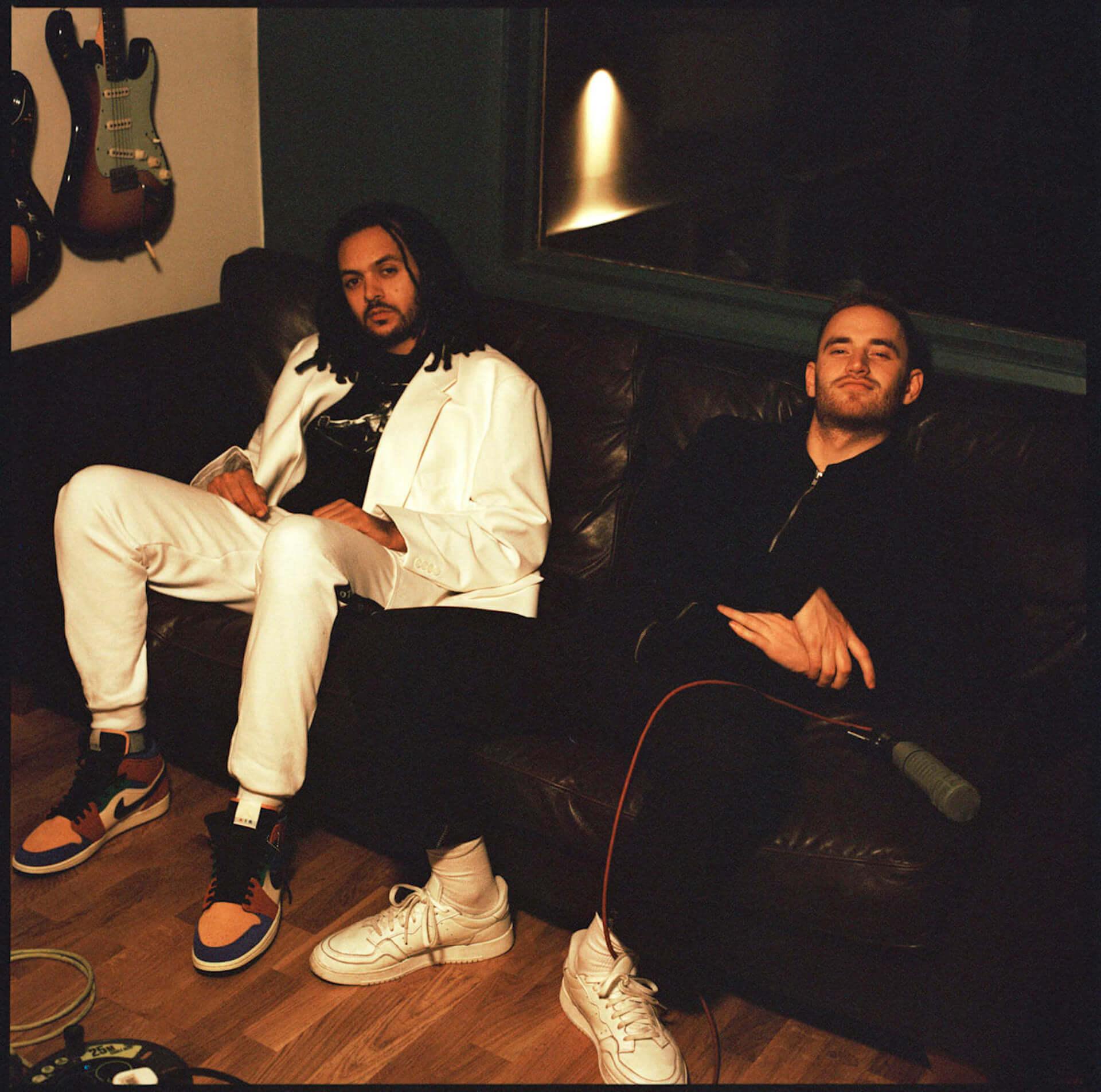 Tom Mischと天才ドラマーYussef Dayesのコラボアルバム『What Kinda Music』からタイトルトラックのMVが解禁!2人のコメントも到着 music200213_whatkindamusic_1-1920x1904
