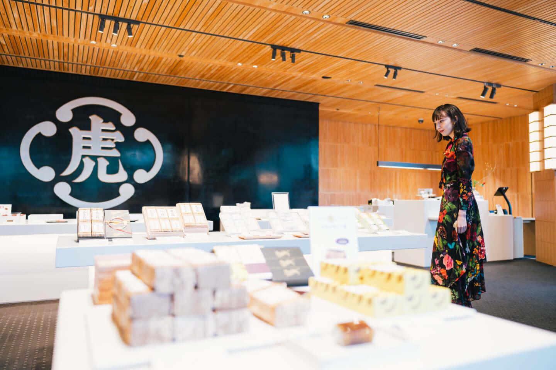 斉藤アリスと行くとらや 赤坂店、吉野ヒノキで魅せる伝統とモダニズム 12-1440x958