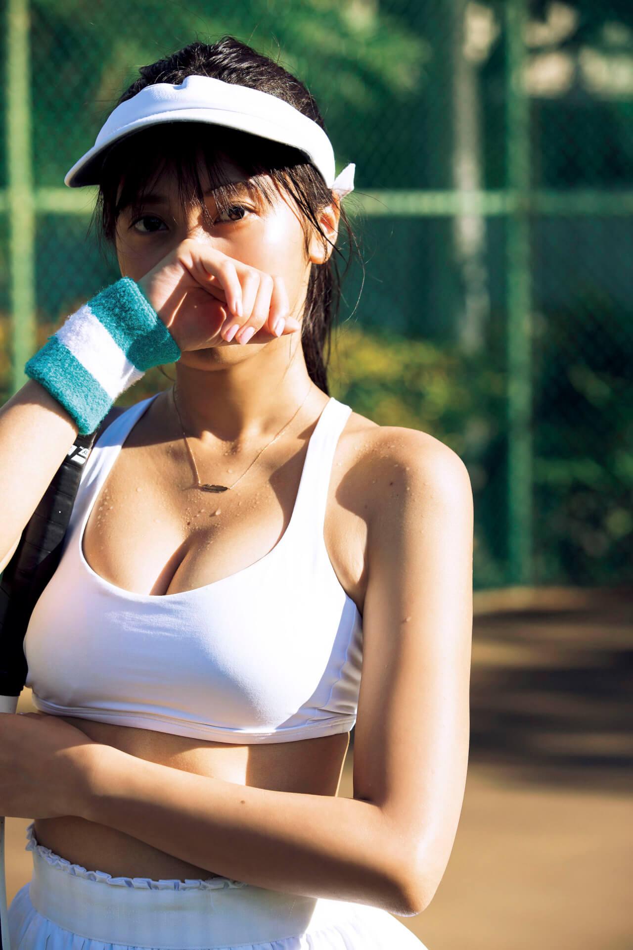 汗ばむ佐野ひなこの笑顔にドキッ!2年ぶりの写真集『Hina』のアザーカットが『FLASH』で独占公開 art200303_sanohinako_1