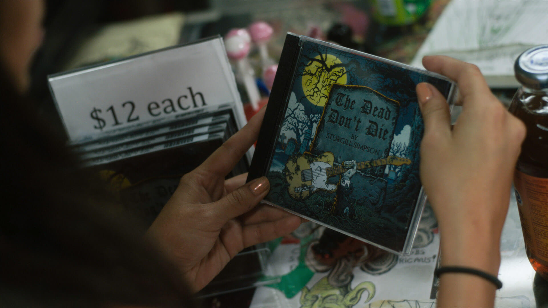 セレーナ・ゴメスが大好きな曲とは?映画『デッド・ドント・ダイ』スタージル・シンプソンのCDが登場する本編映像&新画像が解禁 film200313_deaddontdie_03
