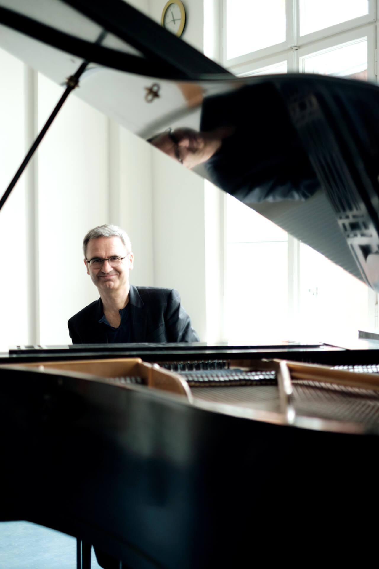静謐な美しさを湛えた音楽が人々を魅了するベルリンのピアニスト、Henning Schmiedt緊急インタビュー interview_henning_schmiedt_03