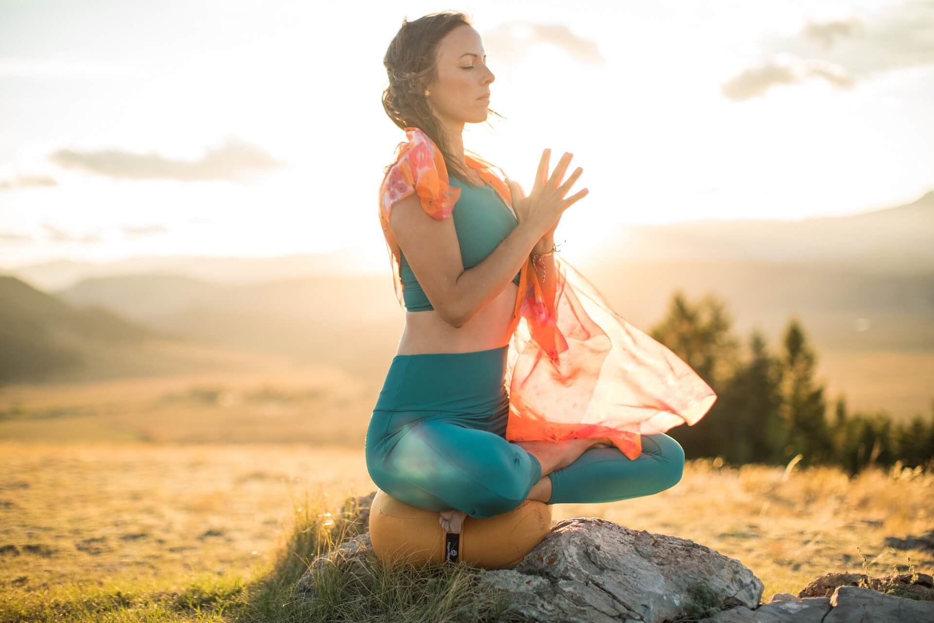 LUXURY CARDが大自然の映像を背景に自宅でヨガを楽しめる「YogaToday」を会員向けに3ヶ月間無料開放 lf200402_yogatoday_03-1
