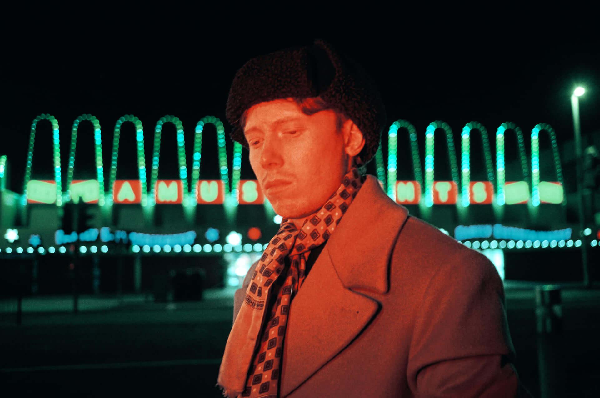 King Kruleが32分にわたるライブ映像を突如公開!最新アルバム収録曲含め計8曲をフルバンド演奏 music200408_kingkrule_2-1920x1273
