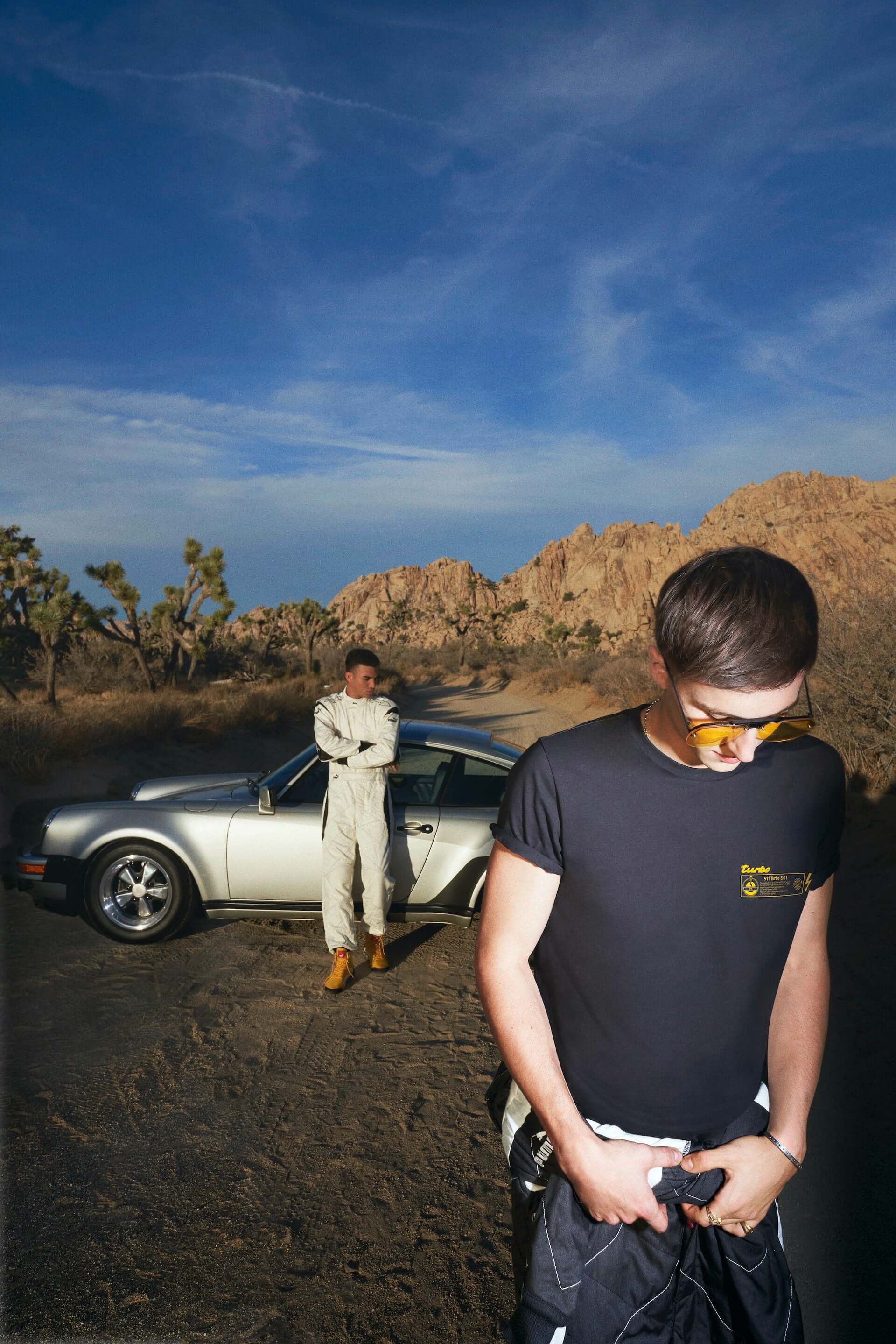 プーマとポルシェによるコラボコレクションが登場!『911 ターボ』の世界観溢れるスニーカーやTシャツなど life200410_puma_porsche_22-1920x2878