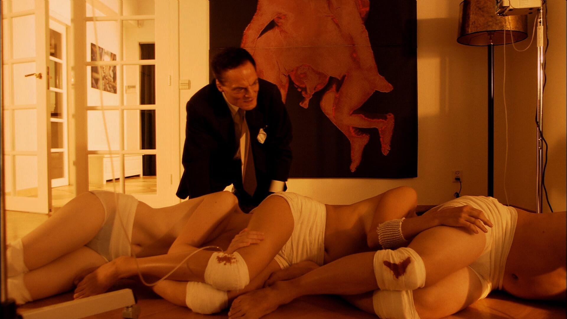 """『ムカデ人間』をみんなで同時再生!?Twitterにて同時再生祭り開催決定&ブルーレイセットが""""つながりやすい新価格""""に film200416_mukadeningen_01"""