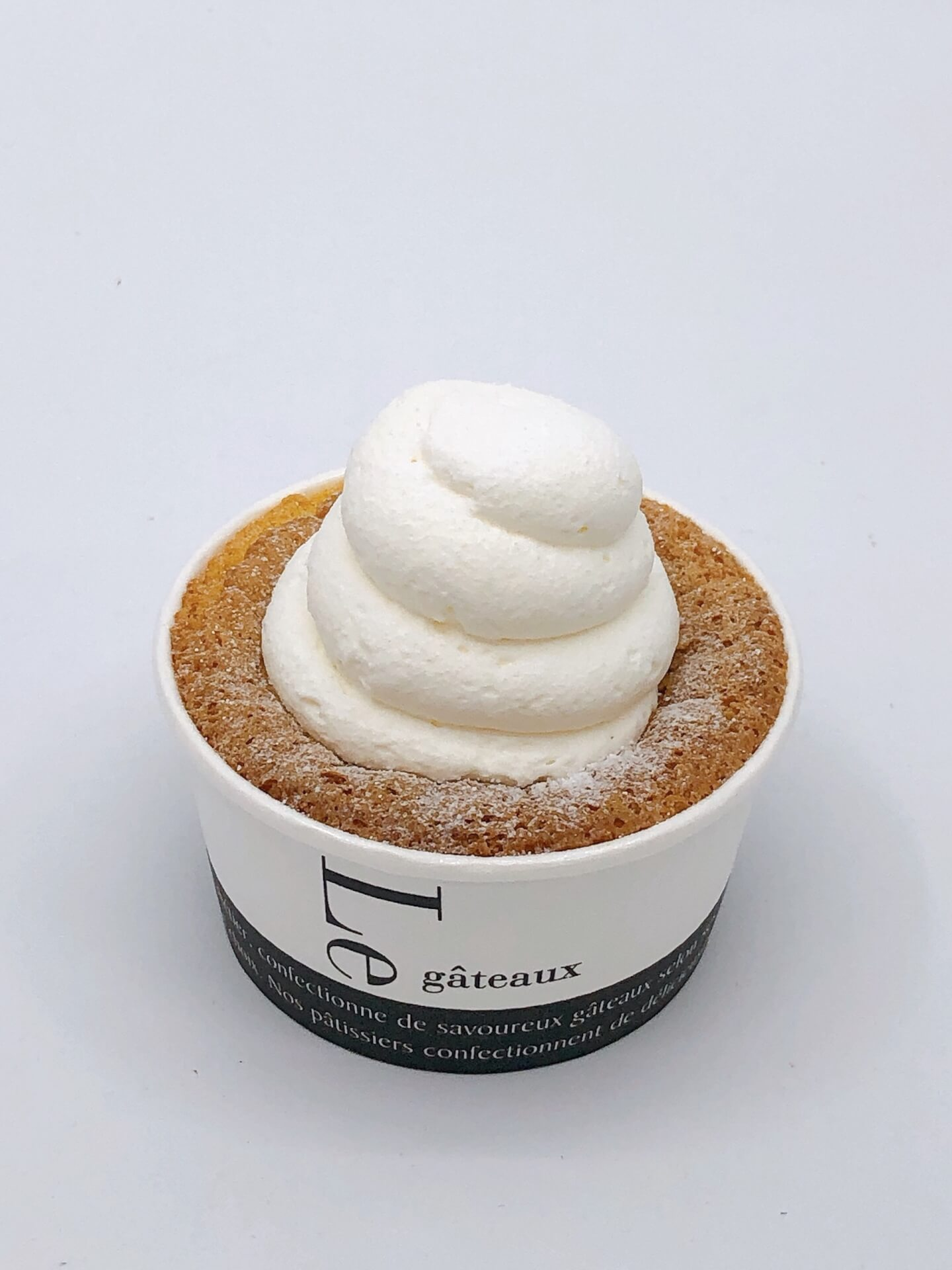セブン‐イレブンから至極のくちどけを味わえるコンビニスイーツ「ふんわりクリームシフォン」が登場! gourmet200417_711_cream_1
