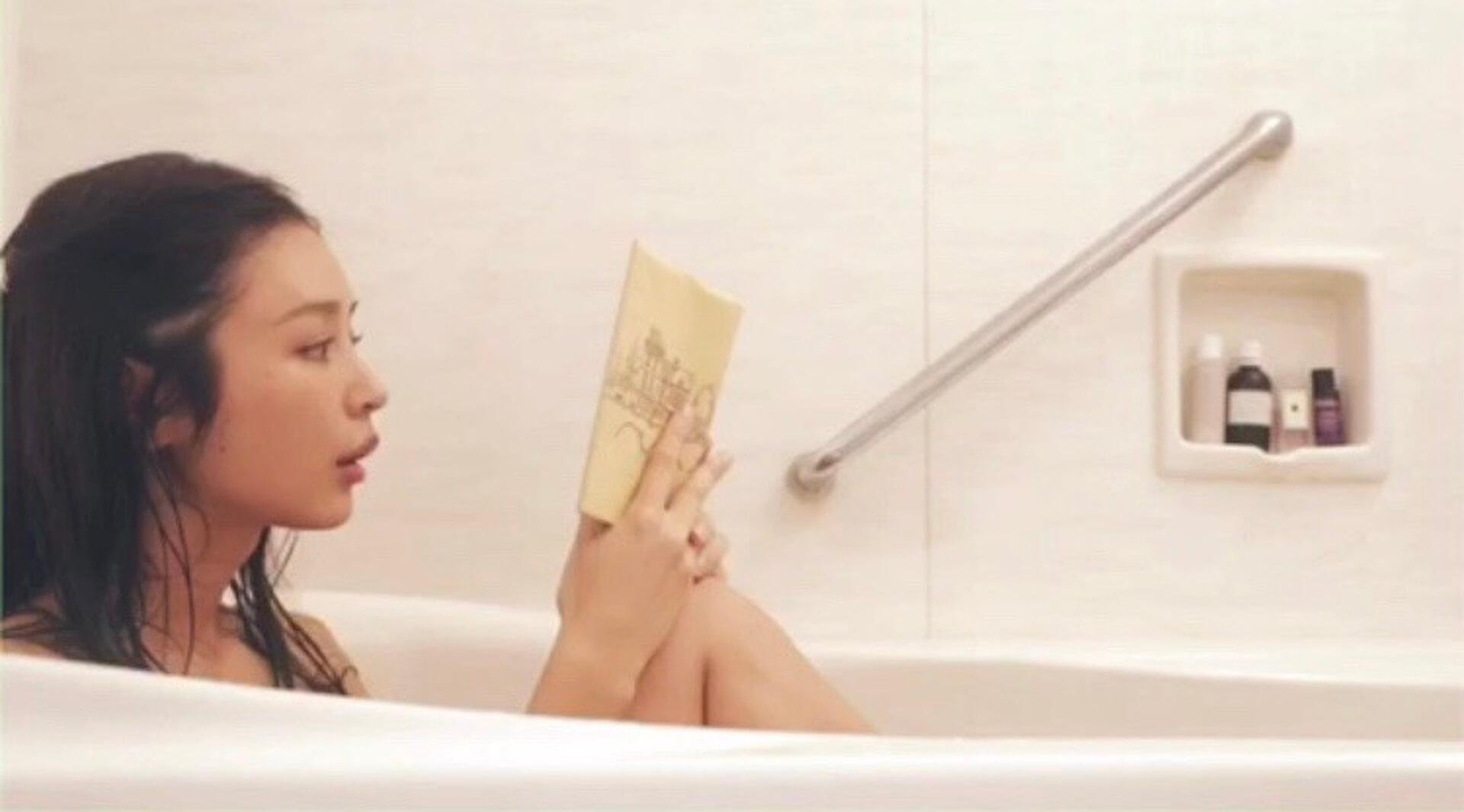 健康美あふれる加治ひとみが自宅のお風呂でのセクシーすぎる映像を解禁! art200420_kajihitomi_3