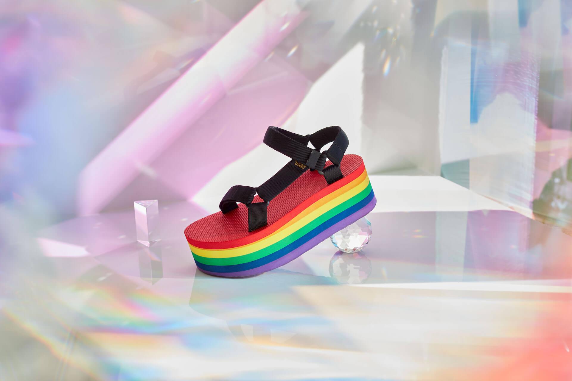 Tevaから、LGBTQ+支援団体「It Gets Better Project」記念サンダル登場!レインボーカラーの2種類 lf200421_teva_universal_05
