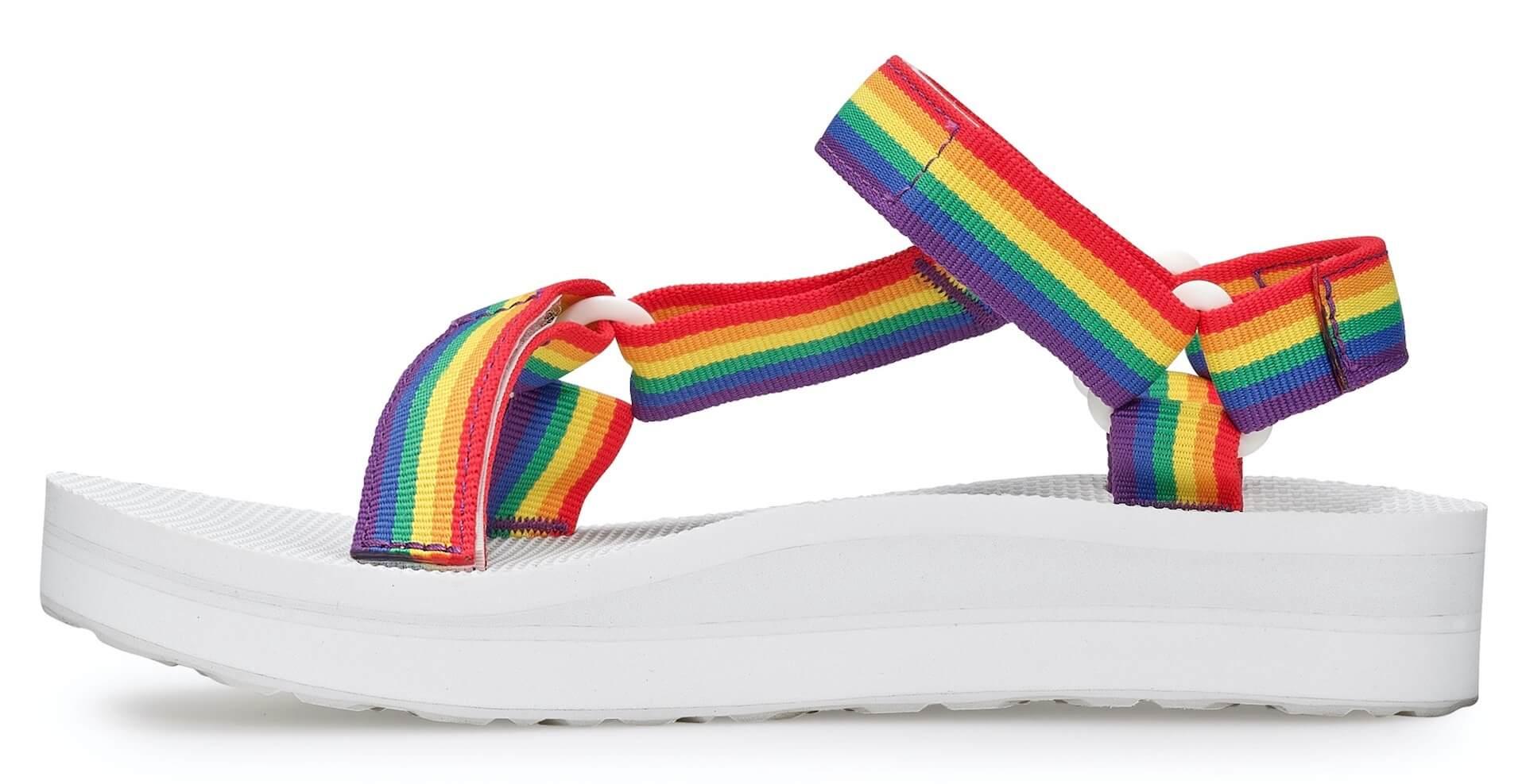 Tevaから、LGBTQ+支援団体「It Gets Better Project」記念サンダル登場!レインボーカラーの2種類 lf200421_teva_universal_15