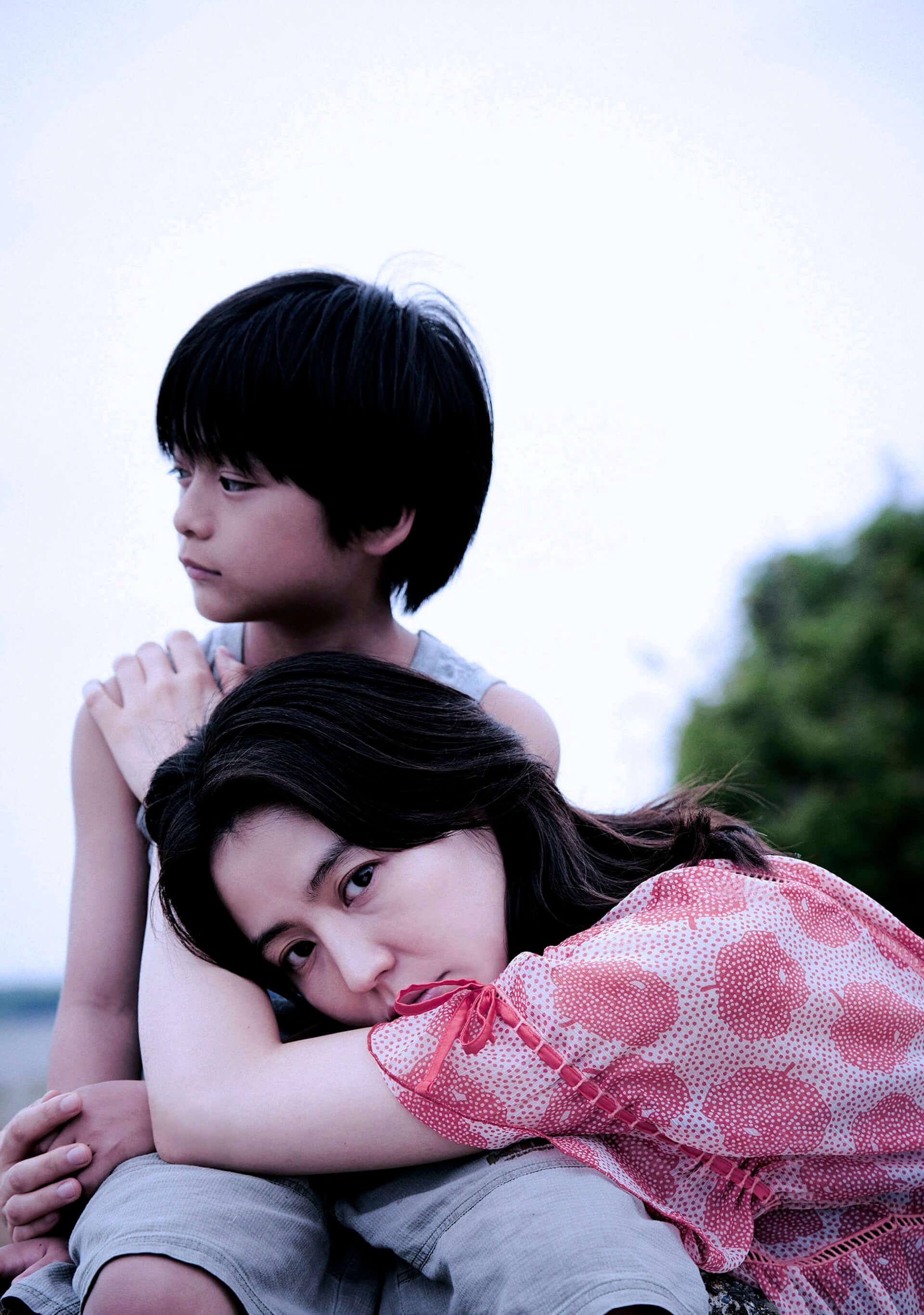 長澤まさみ&阿部サダヲ出演『MOTHER マザー』衝撃の予告映像と第2弾キャストが解禁!長澤が憂鬱な目でこちらを見つめるポスターも film200427_mother_2-1920x2732