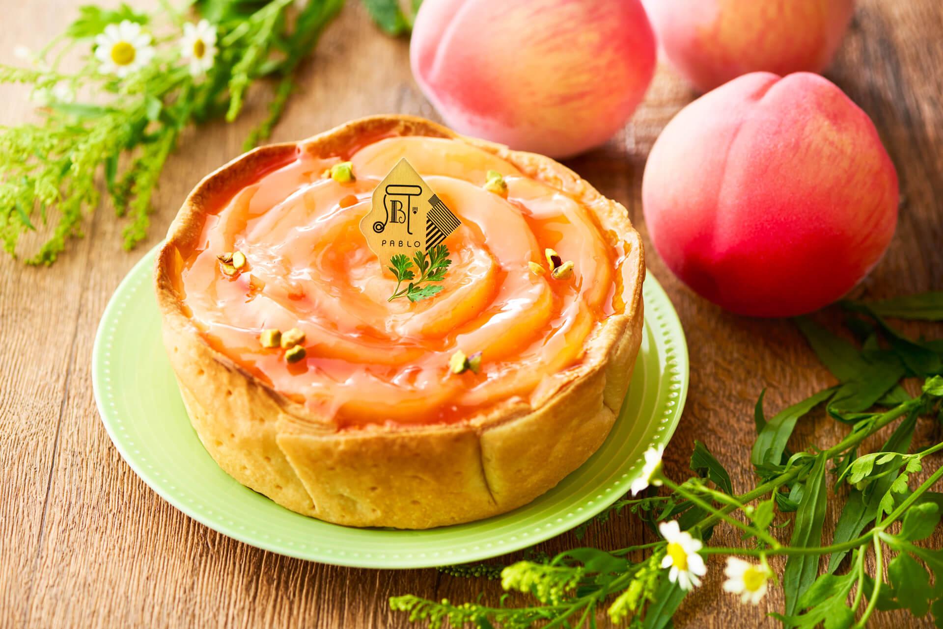 国産白桃が花びらのように敷き詰められたPABLOの新作『白桃とヨーグルトのチーズタルト』が1カ月限定で登場 gourmet_pablo_peachyogurt_01