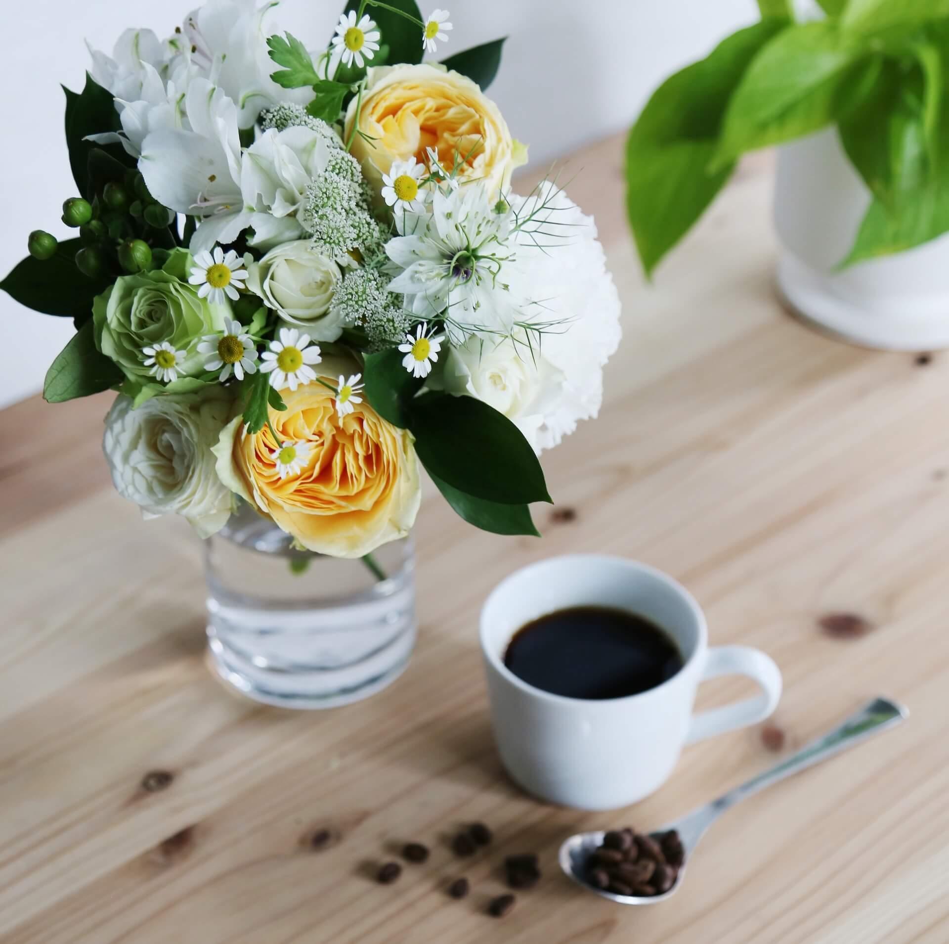季節の花とコーヒーの母の日ギフトが登場!フラワーアレンジメント、ブーケと「スプリングブレンド」コーヒーがセットに lf200428_mothersdaygift_01