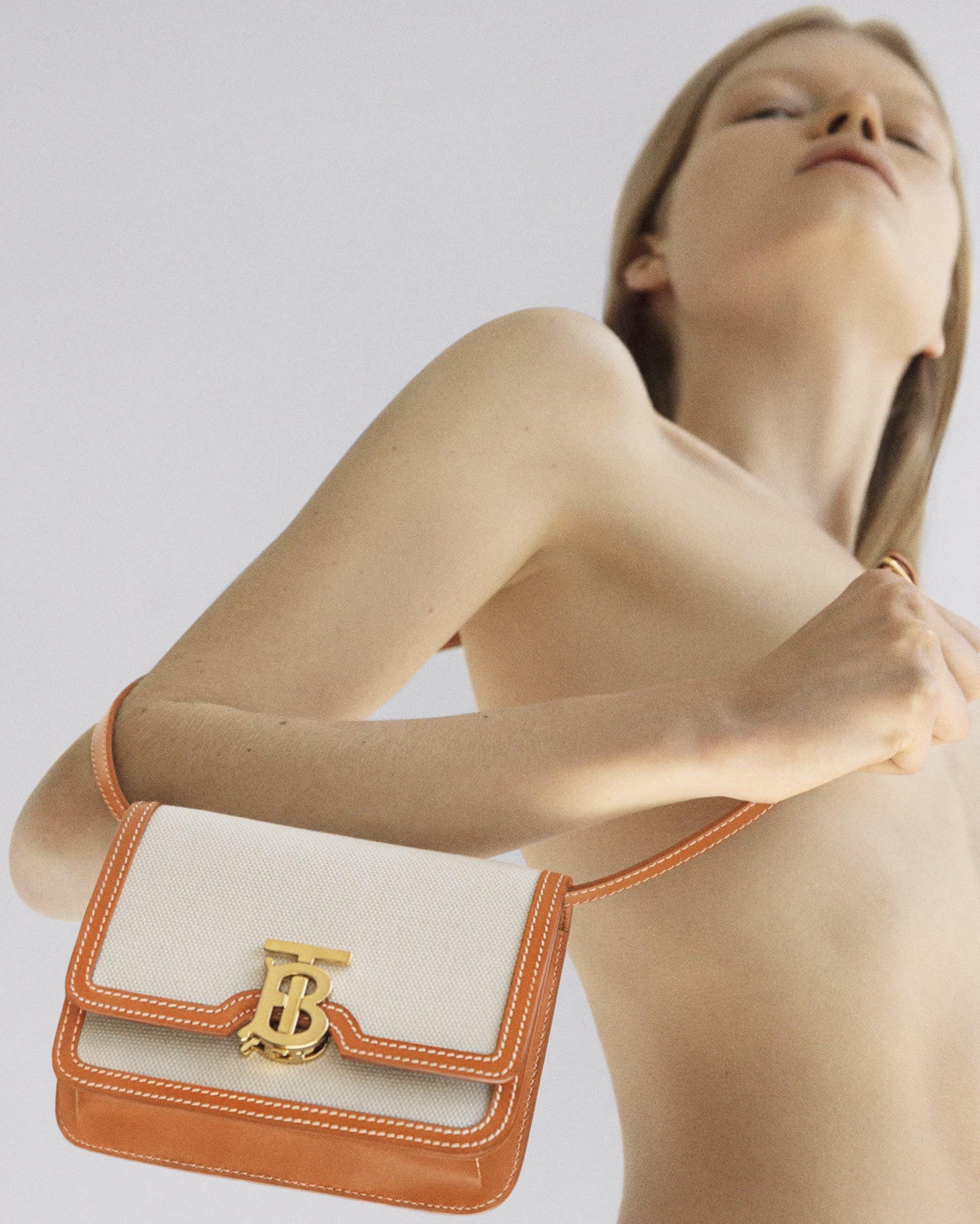 バーバリー「B シリーズ」に限定カラーのミニTBバッグが登場|LINEとInstagramにて限定販売 lf200518_burberry_bseries_4-1920x2399