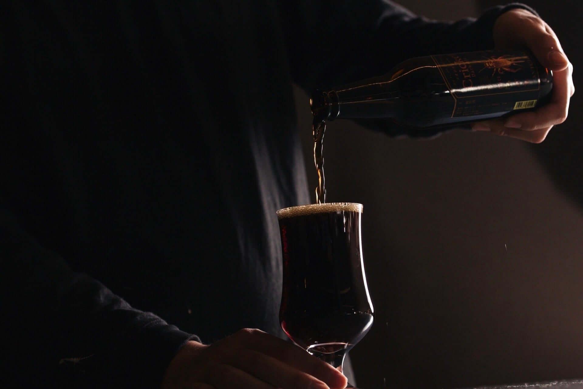 コオロギを原料に使用したクラフトビール『コオロギビール』がクラウドファンディングにて発売開始!オンライン飲み会にも gourmet200525_cricket_darkale_2-1920x1280